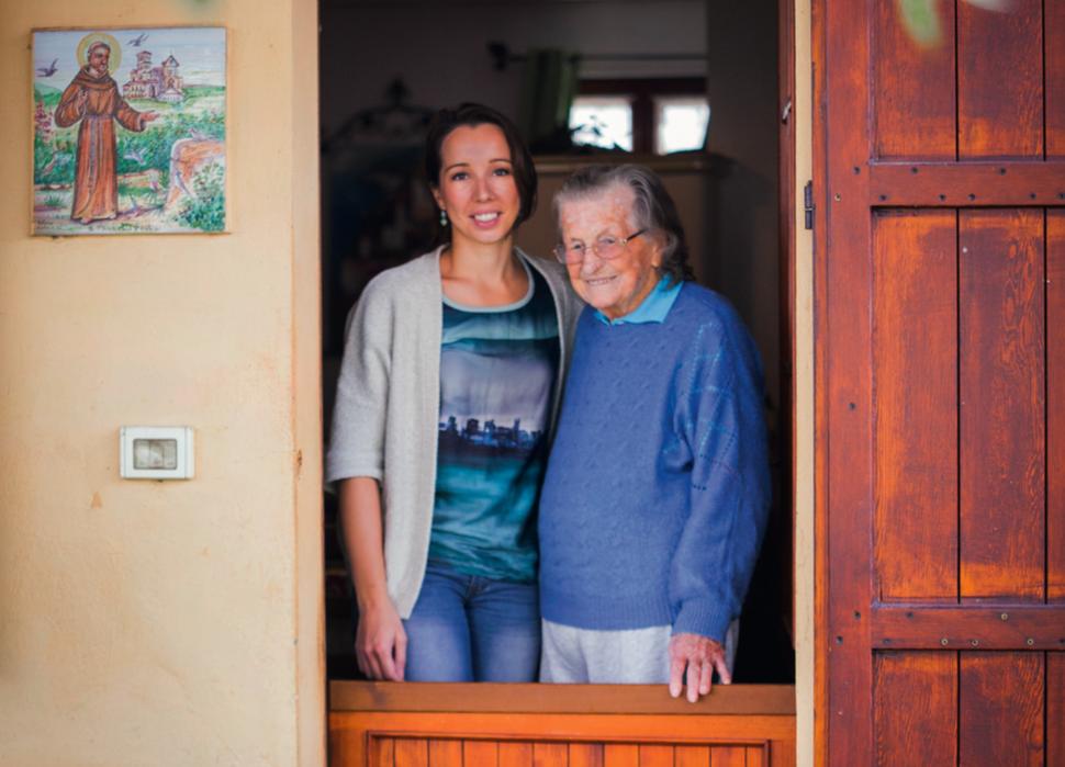 Sarena en haar Italiaanse oma. Foto: Harold Pereira