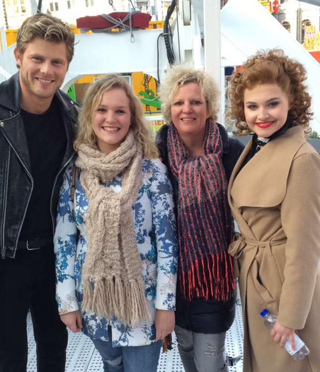 Tim Douwsma,Sterre Vanhoutte, haar moeder Roelien en Vajèn van den Bosch.