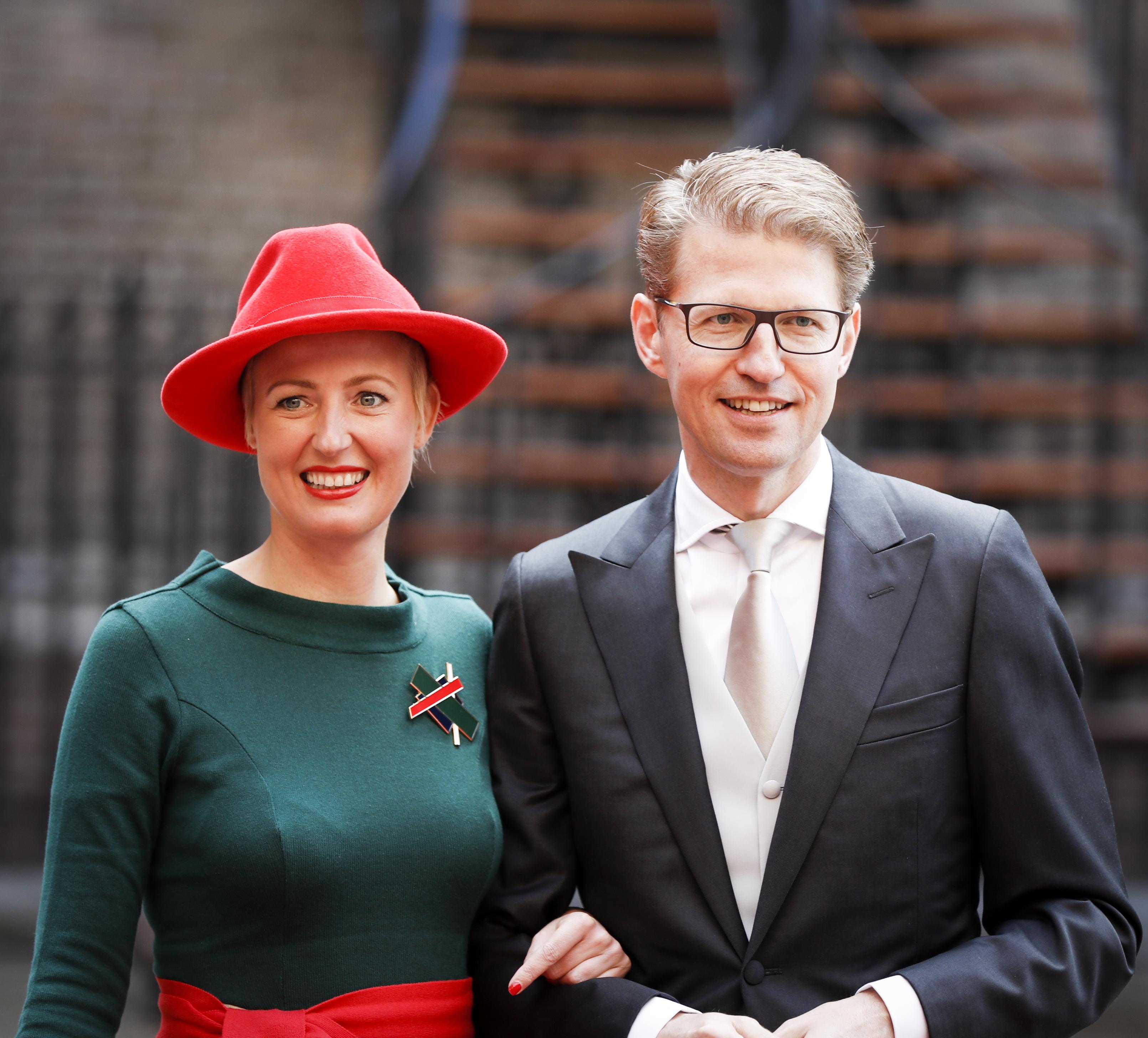 Staatssecretaris Sander Dekker van Onderwijs arriveert samen met zijn echtgenoot bij de Ridderzaal op Prinsjesdag. ANP
