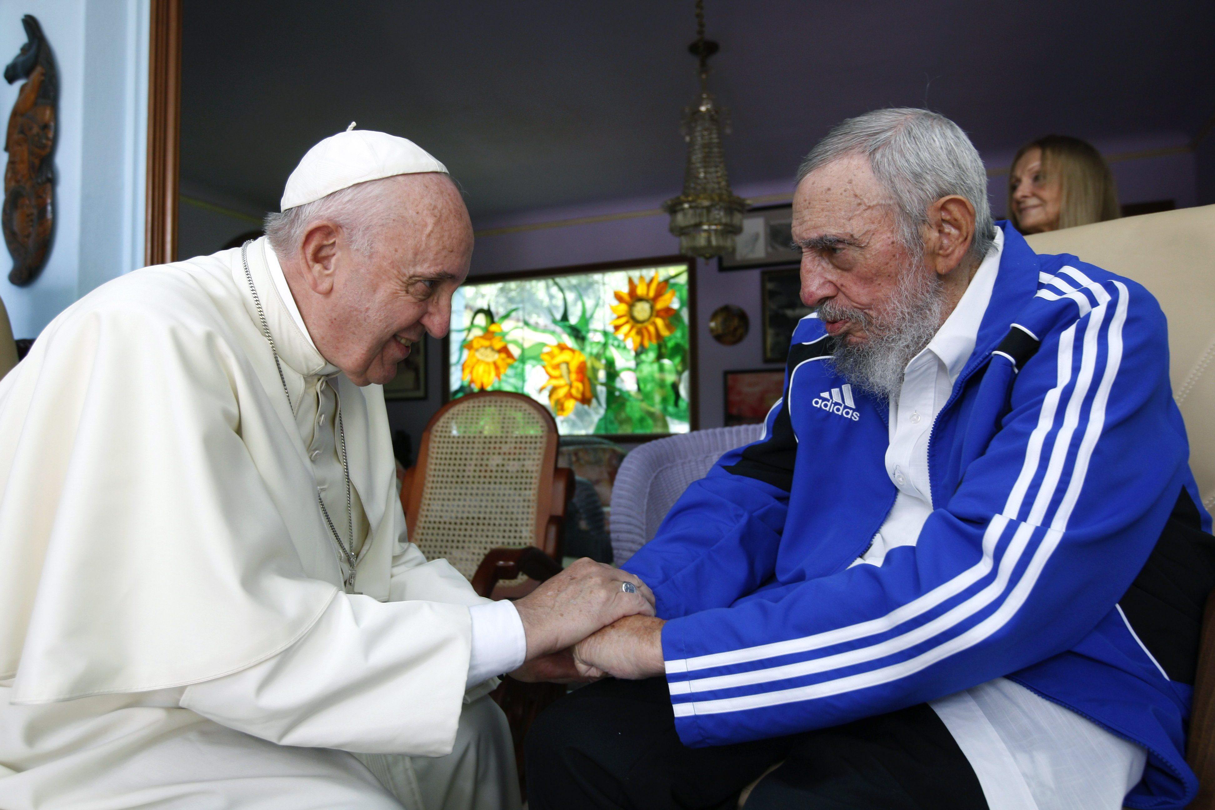 Paus Franciscus (L) en Fidel Castro, 2015. Foto: AFP