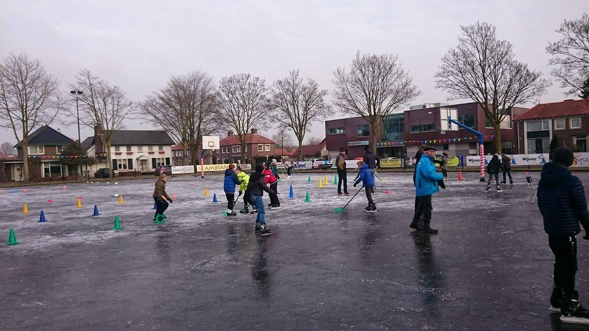 Hockey spelen kan ook op ijs