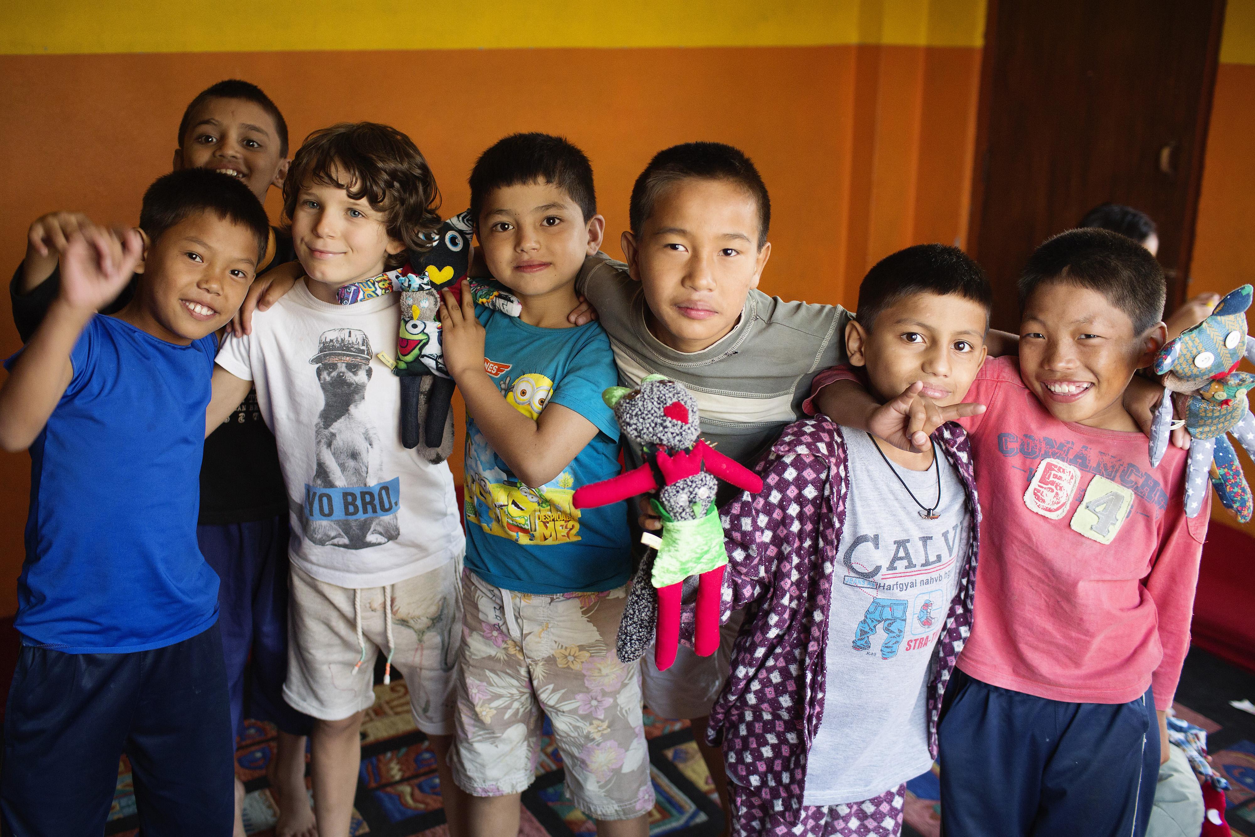 Melvin heeft veel Nepalese kinderen blij gemaakt. Foto: (c) Soulmates Images