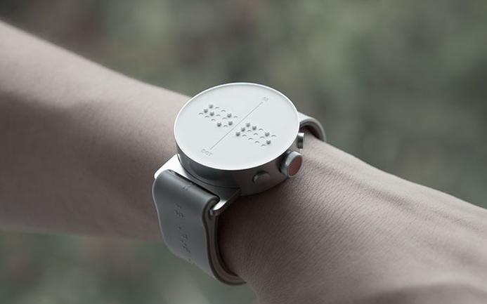 Bijzondere uitvinding: de eerste braille-smartwatch