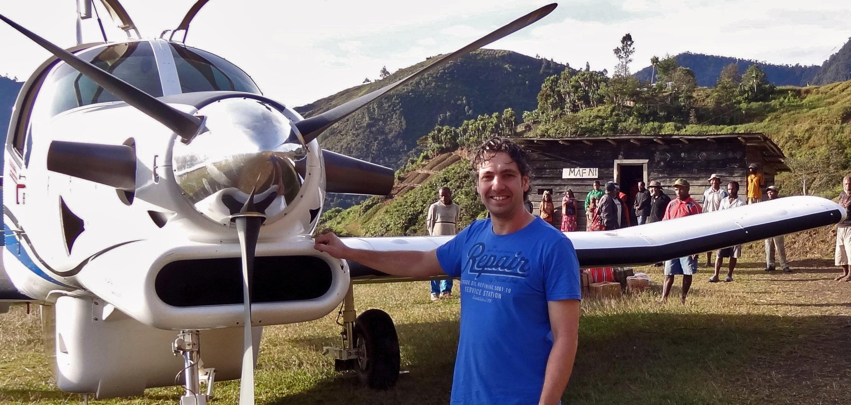 Marijn in Papoea-Nieuw-Guinea. Foto: MAF Nederland