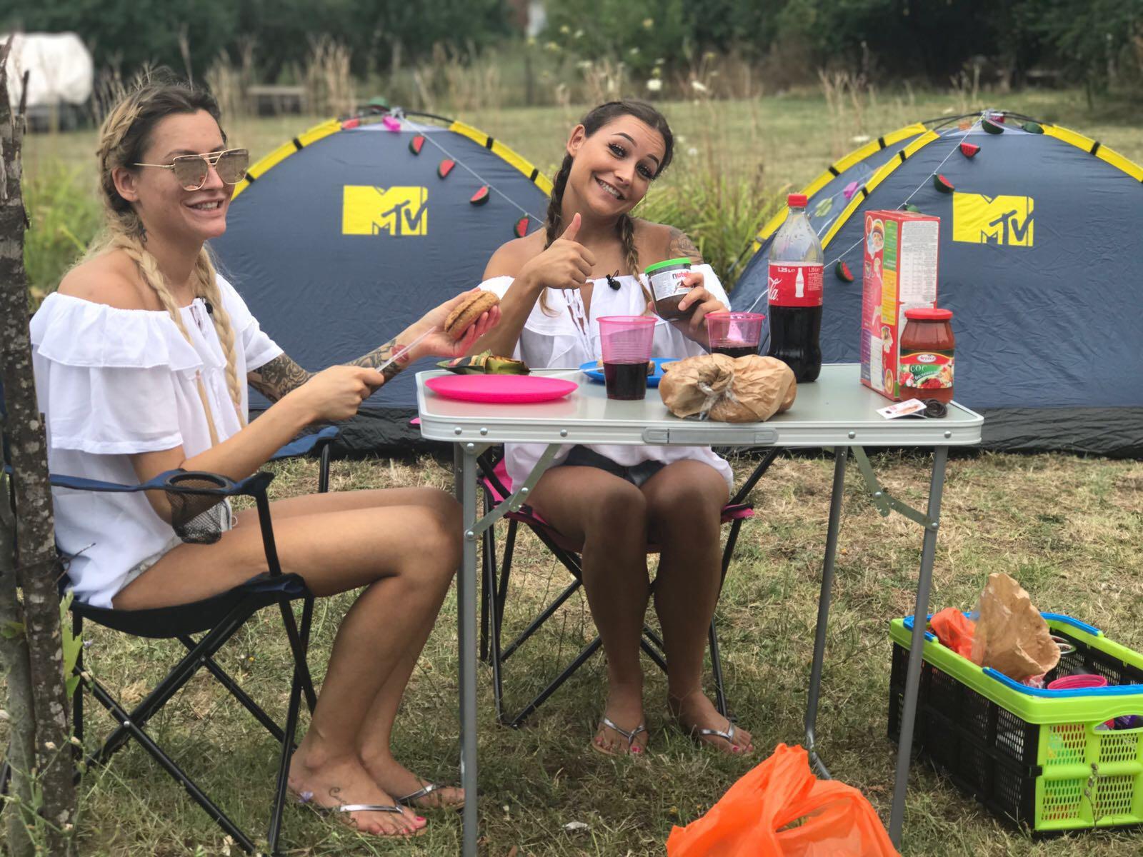 MTV-tweeling Sharon en Esmee: Wij kunnen echt niets