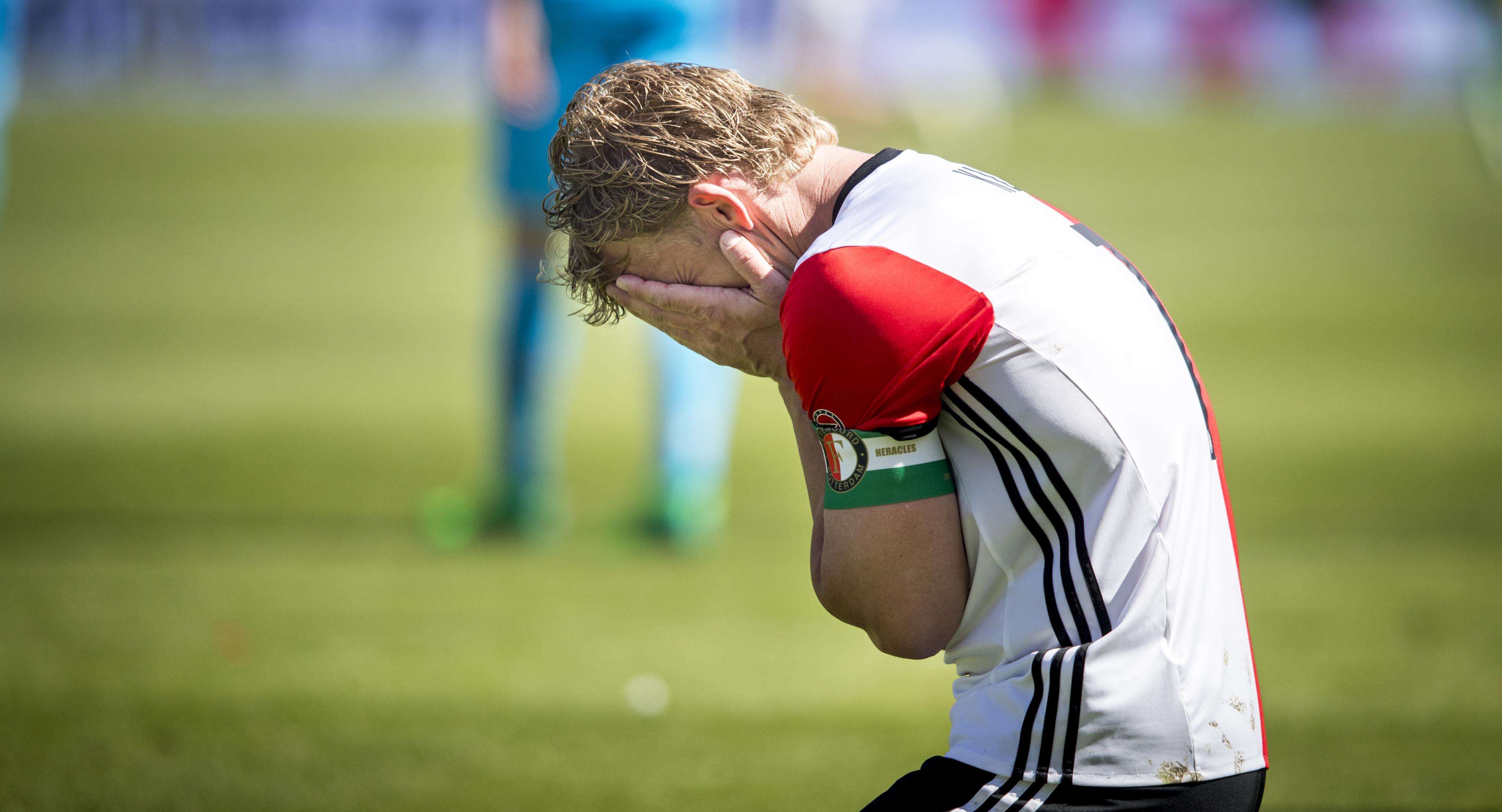 Dirk Kuyt in kampioensjaar doodziek van de bank