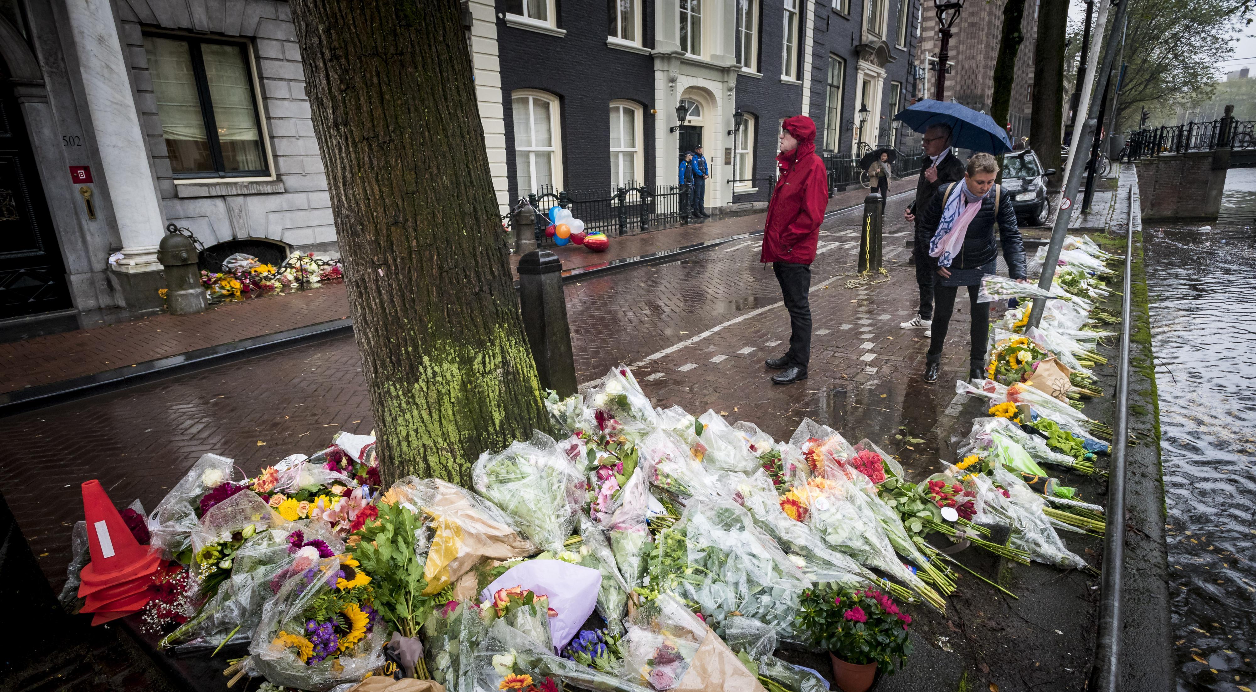 Bloemen bij de ambtswoning van Eberhard van der Laan. Foto: ANP | Lex van Lieshout