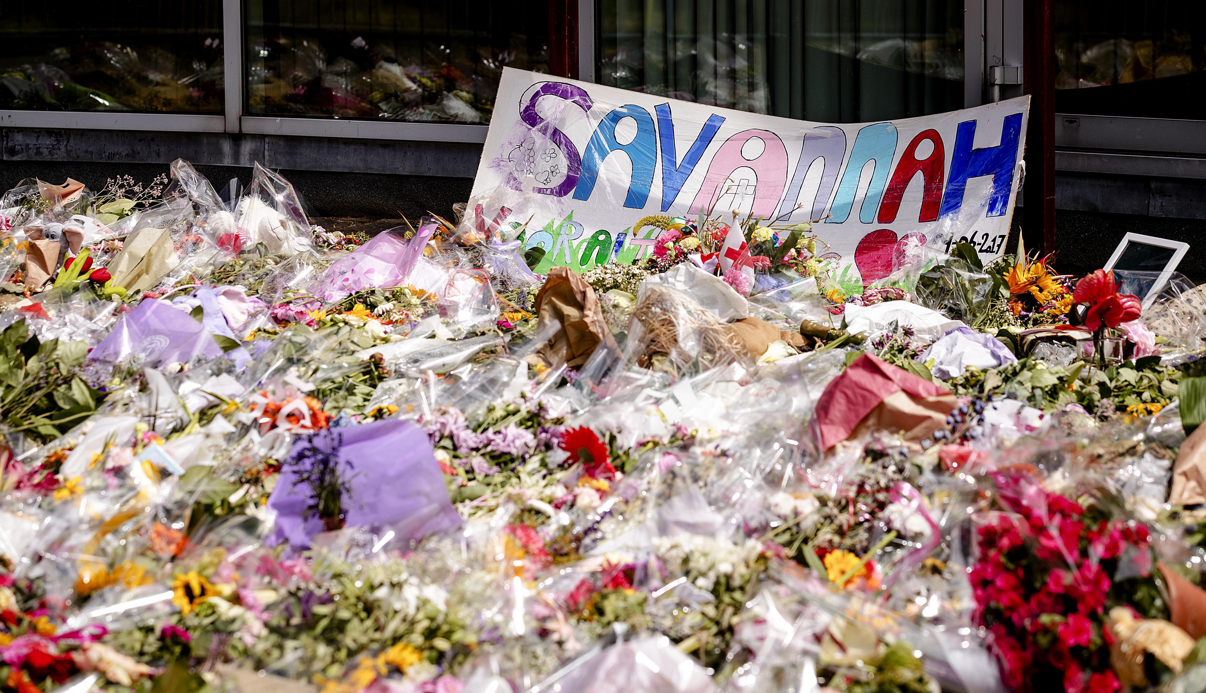 Een bloemenzee bij de school van Savannah. Foto: ANP