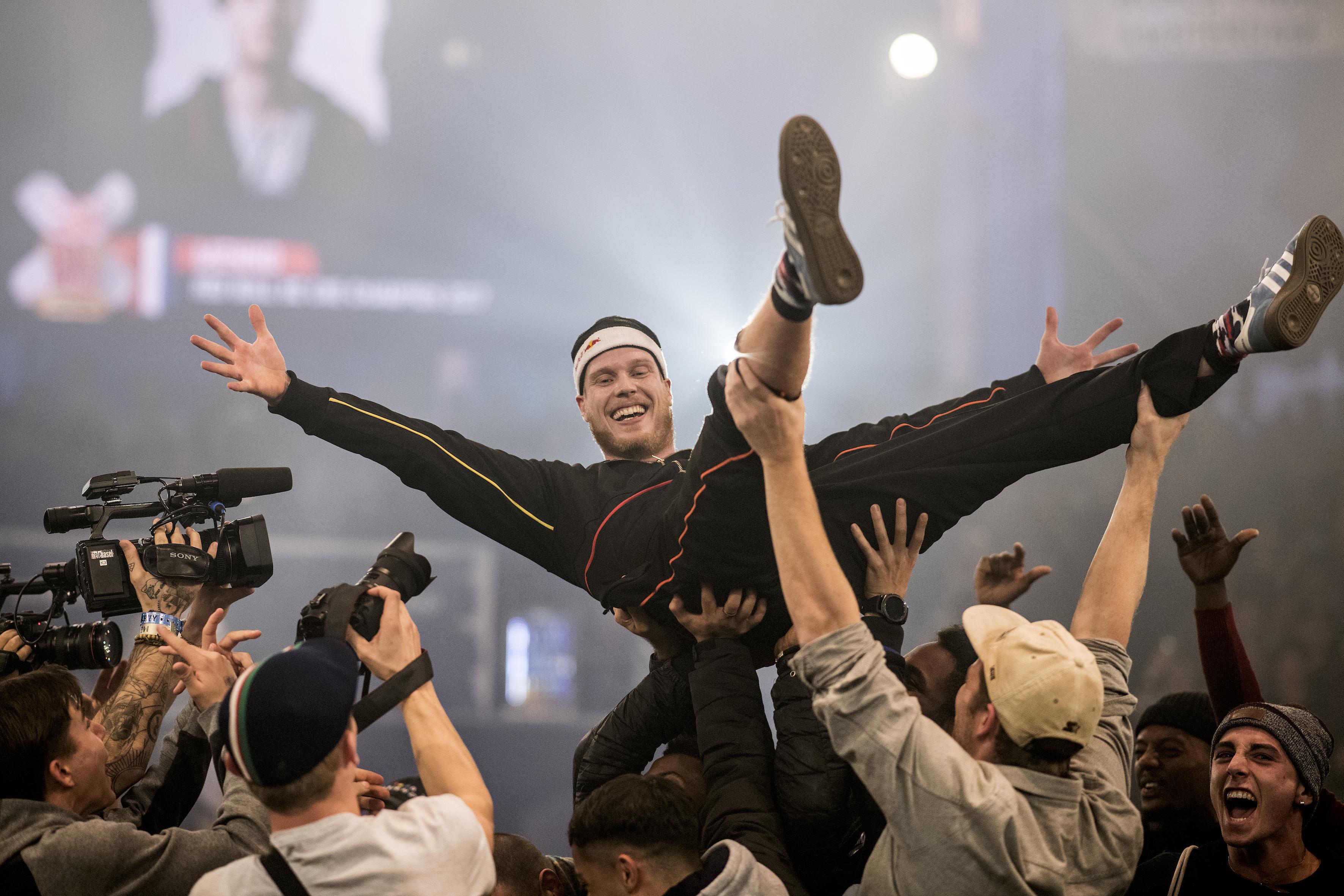 Amsterdam wordt gek: Menno wereldkampioen breakdance