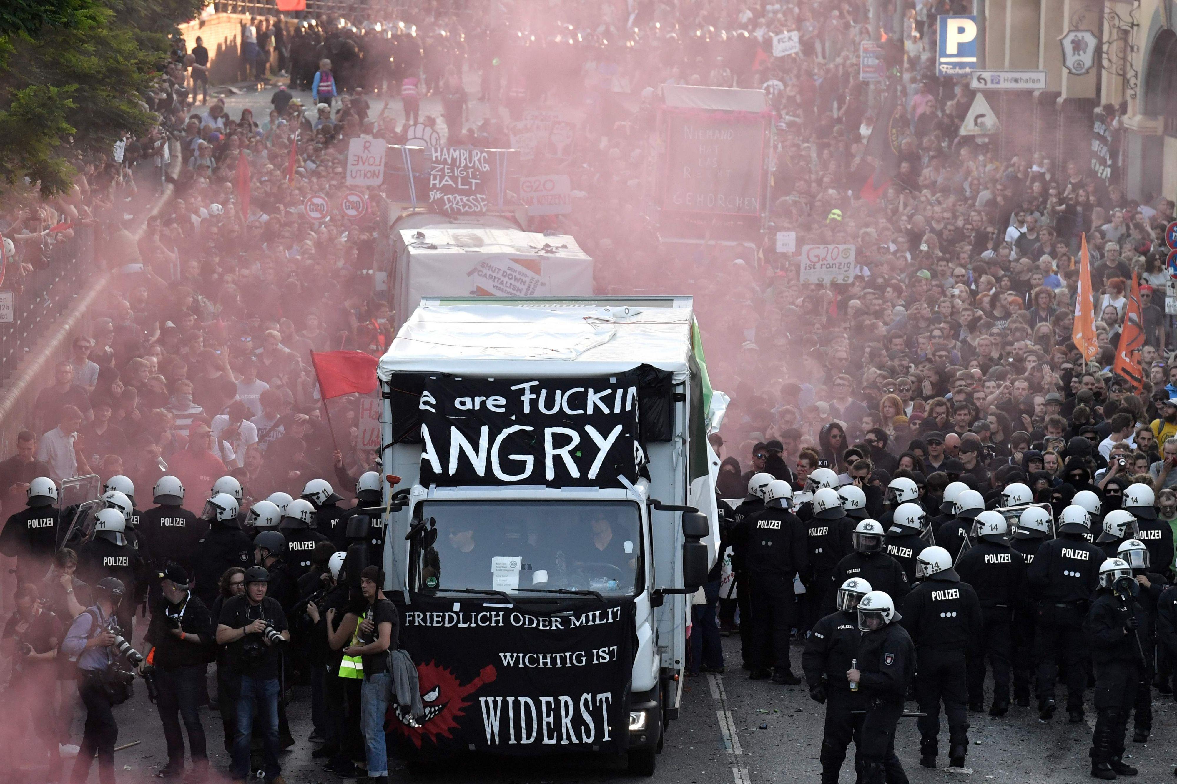 Activiten clashen met de politie ©ANP