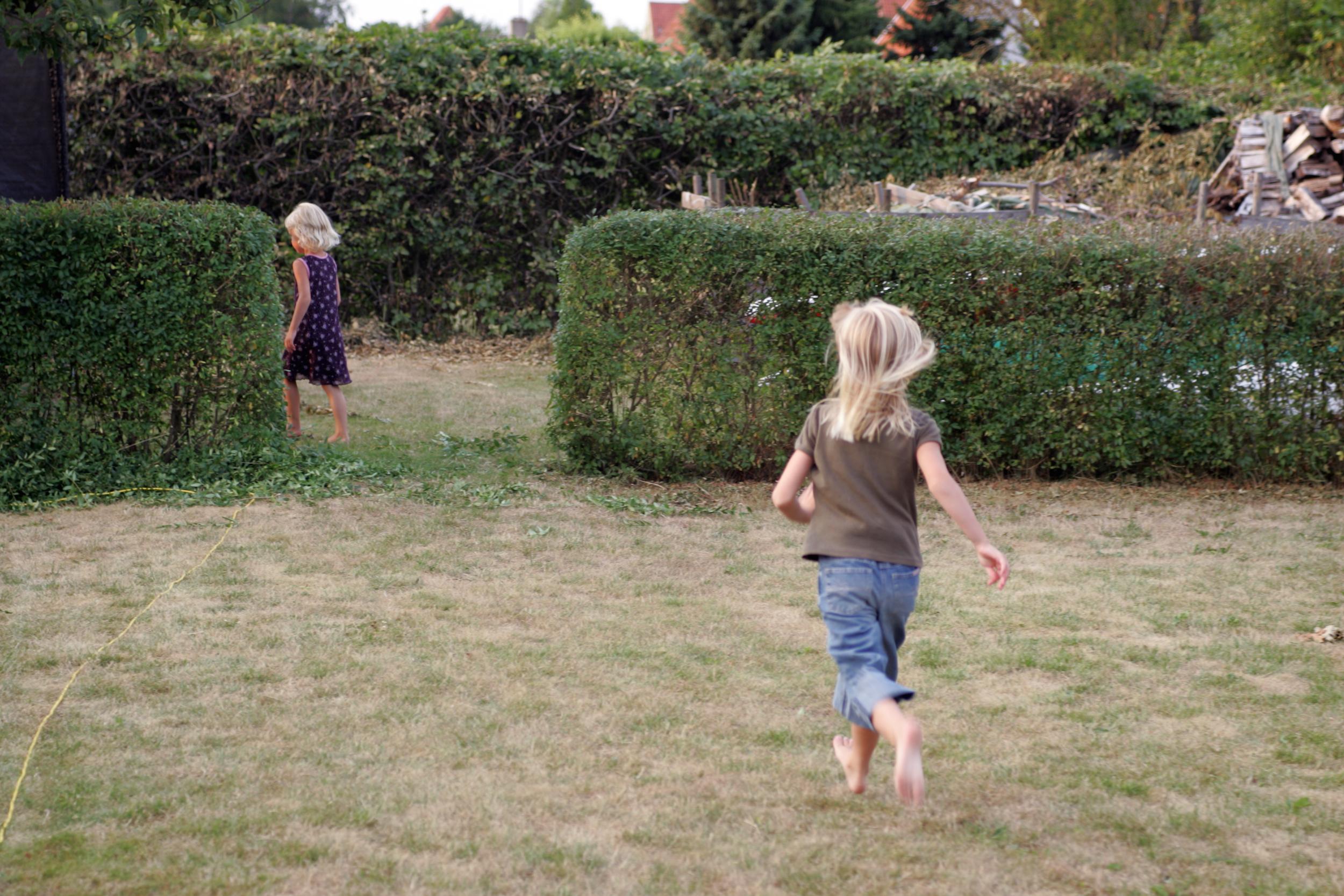 Kinderen zouden vaker buiten moeten spelen.