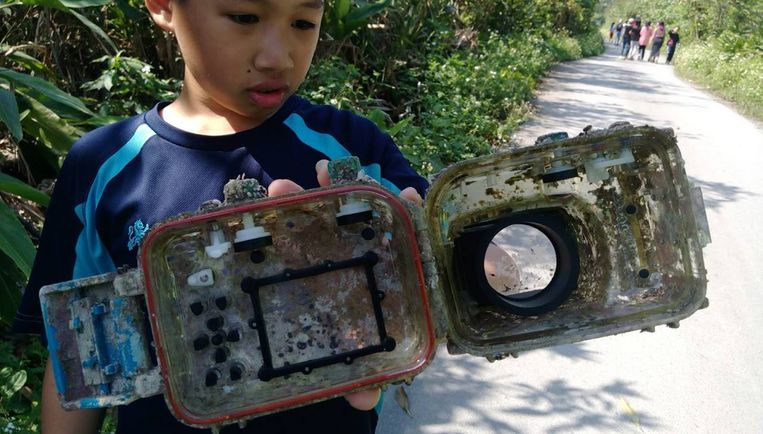 Camera spoelt aan na bijna 3 jaar dobberen op zee. Foto: Park Lee Facebook