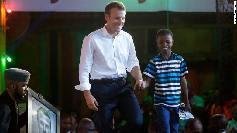 Macron 'geraakt' door portret 11-jarig jongetje