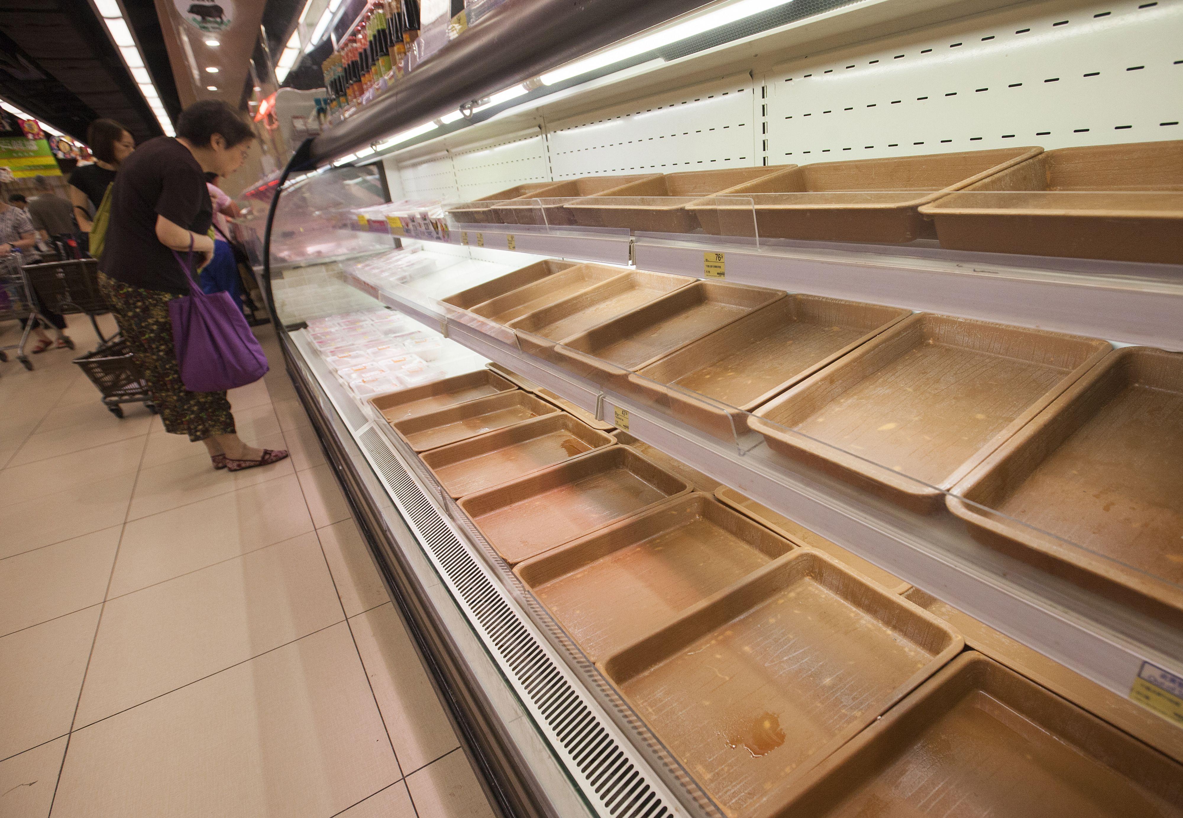 Tyfoon Mangkut zorgt voor verwoesting in Azië