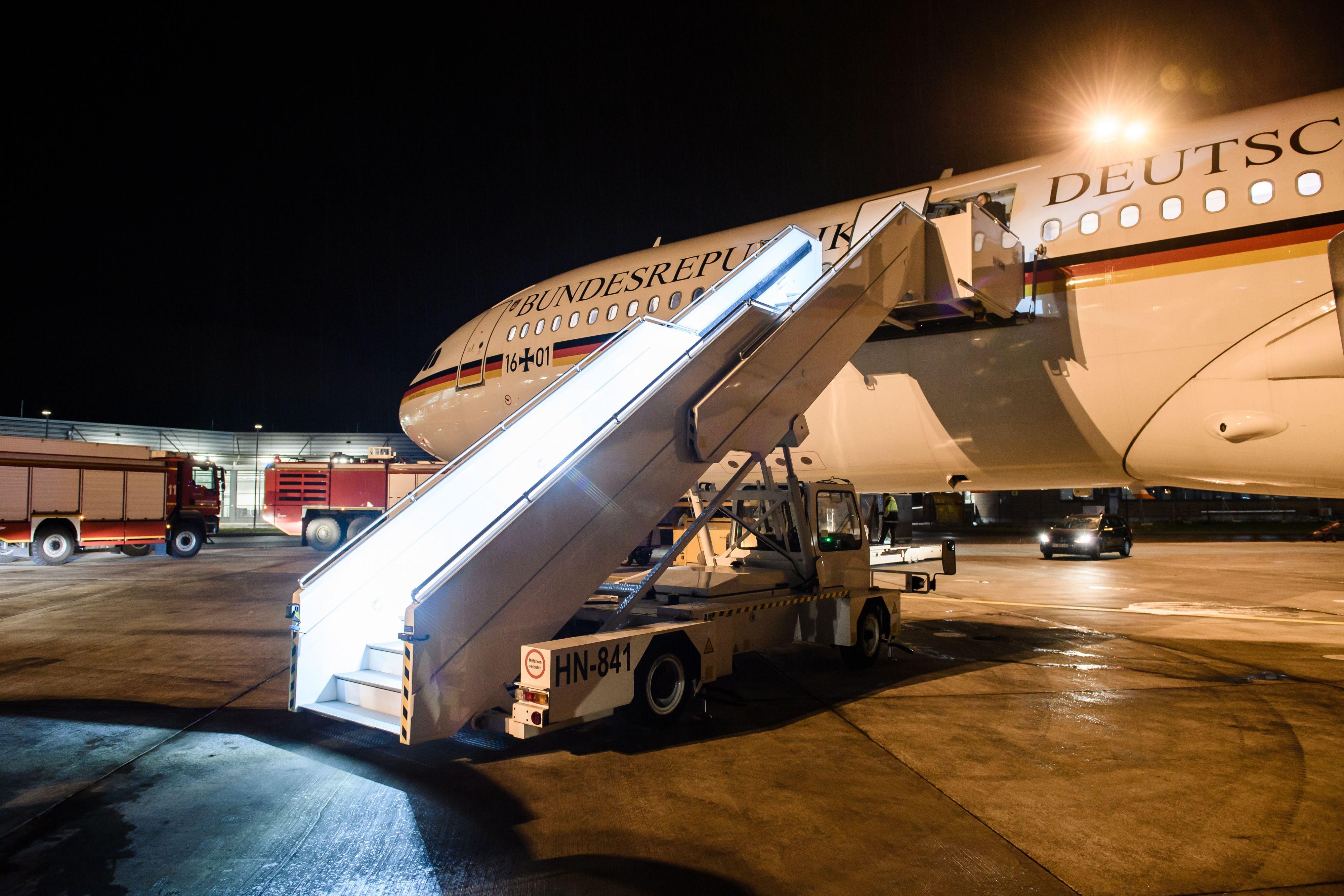 Het toestel maakte vervolgens een noodlanding op het vliegveld van Keulen