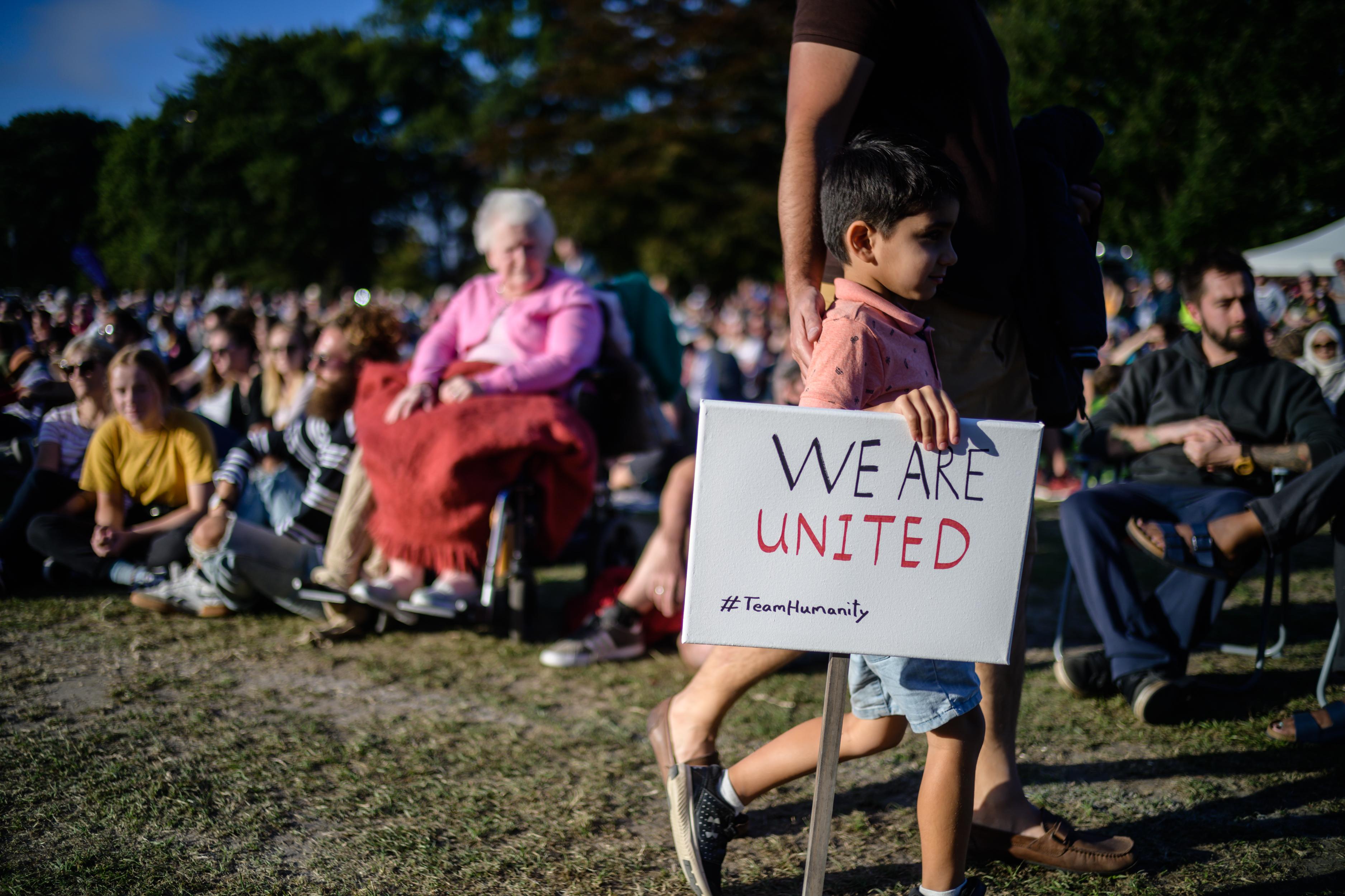 Duizenden mensen herdenken slachtoffers Christchurch