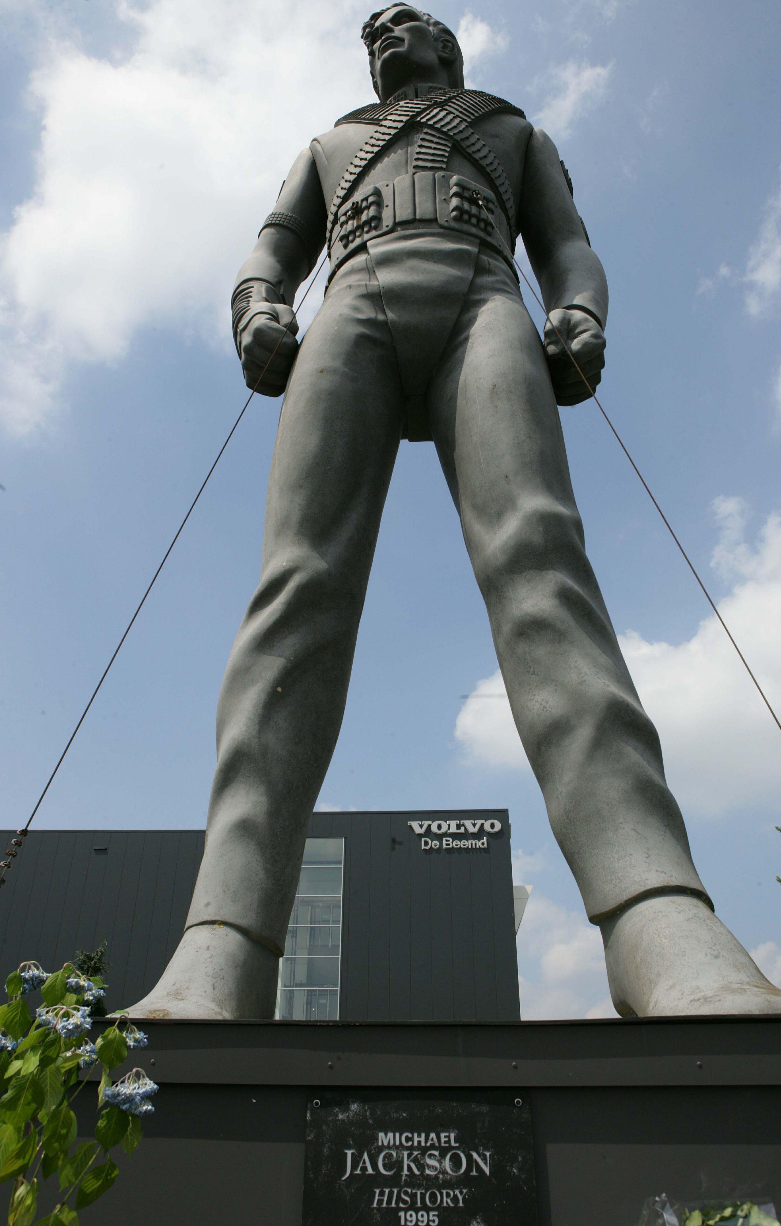 Standbeeld MJ weg: Hij blijft belangrijk voor muziek