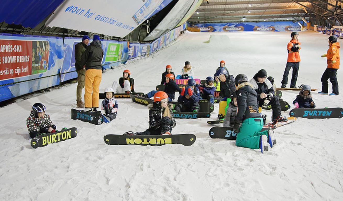 Gehandicapte kids leren skiën en snowboarden