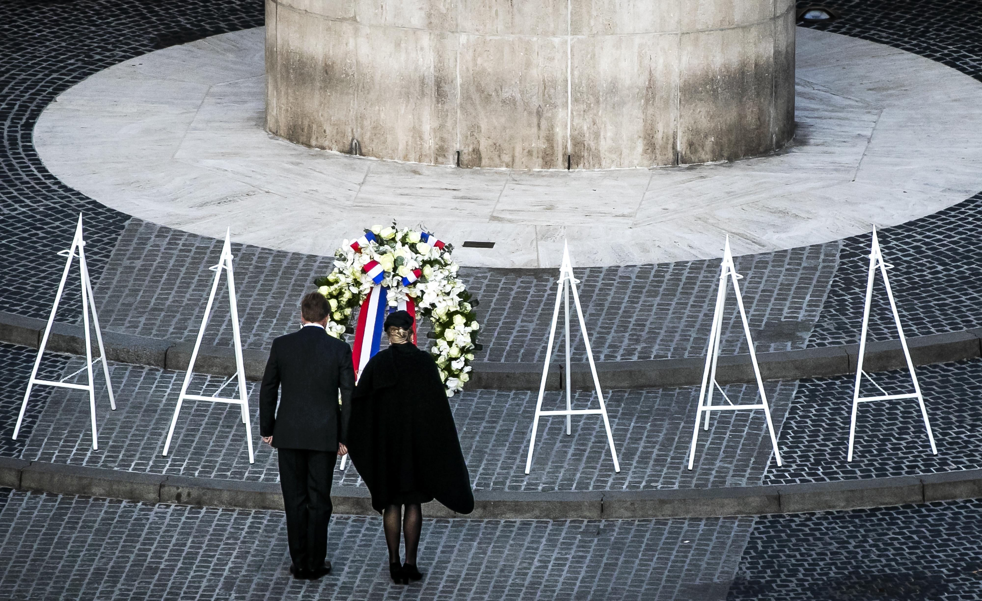 In beeld: Jong en oud herdenken oorlogsdoden