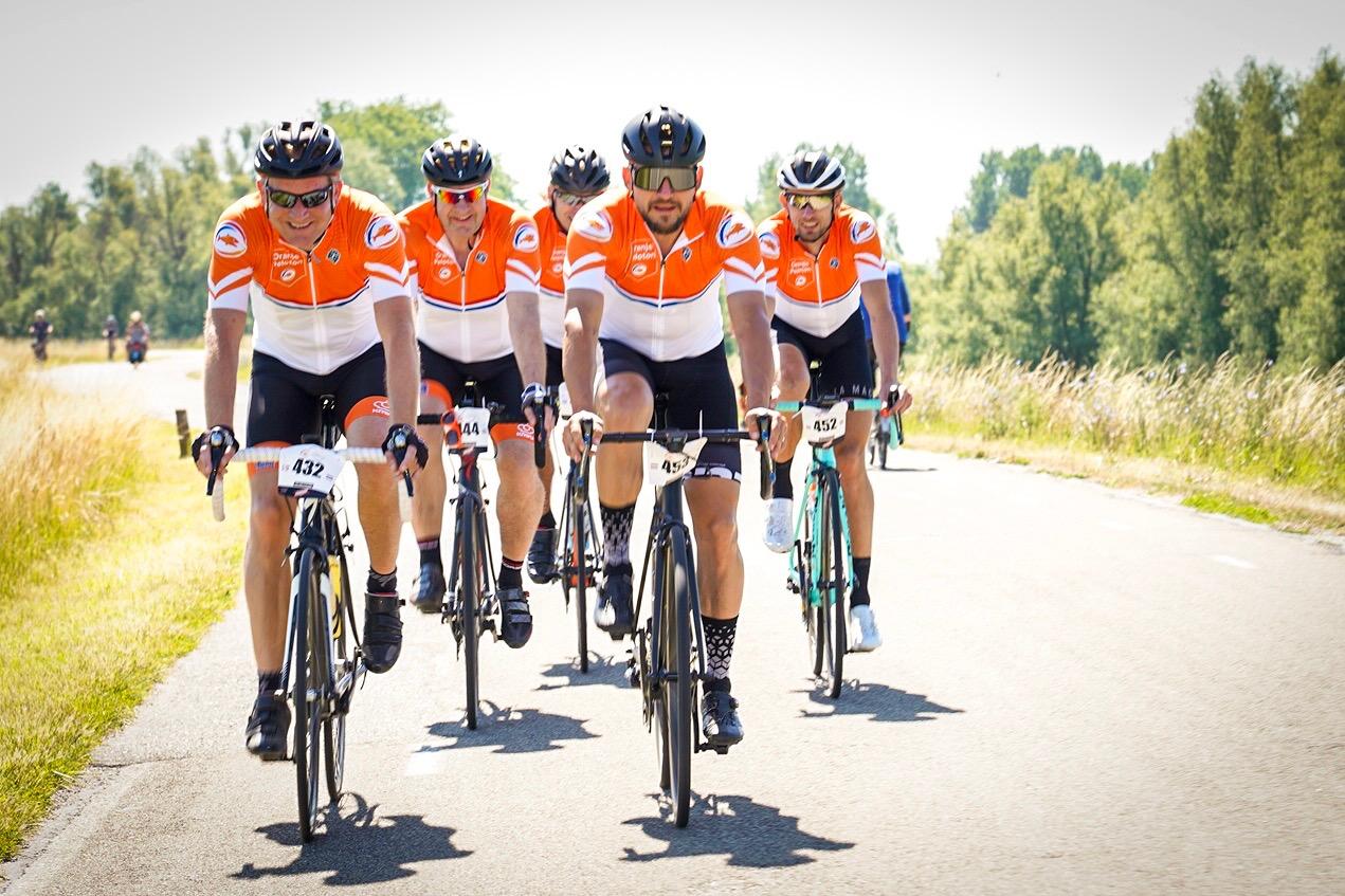 Het Oranje Peloton: samen sporten, juichen en vieren