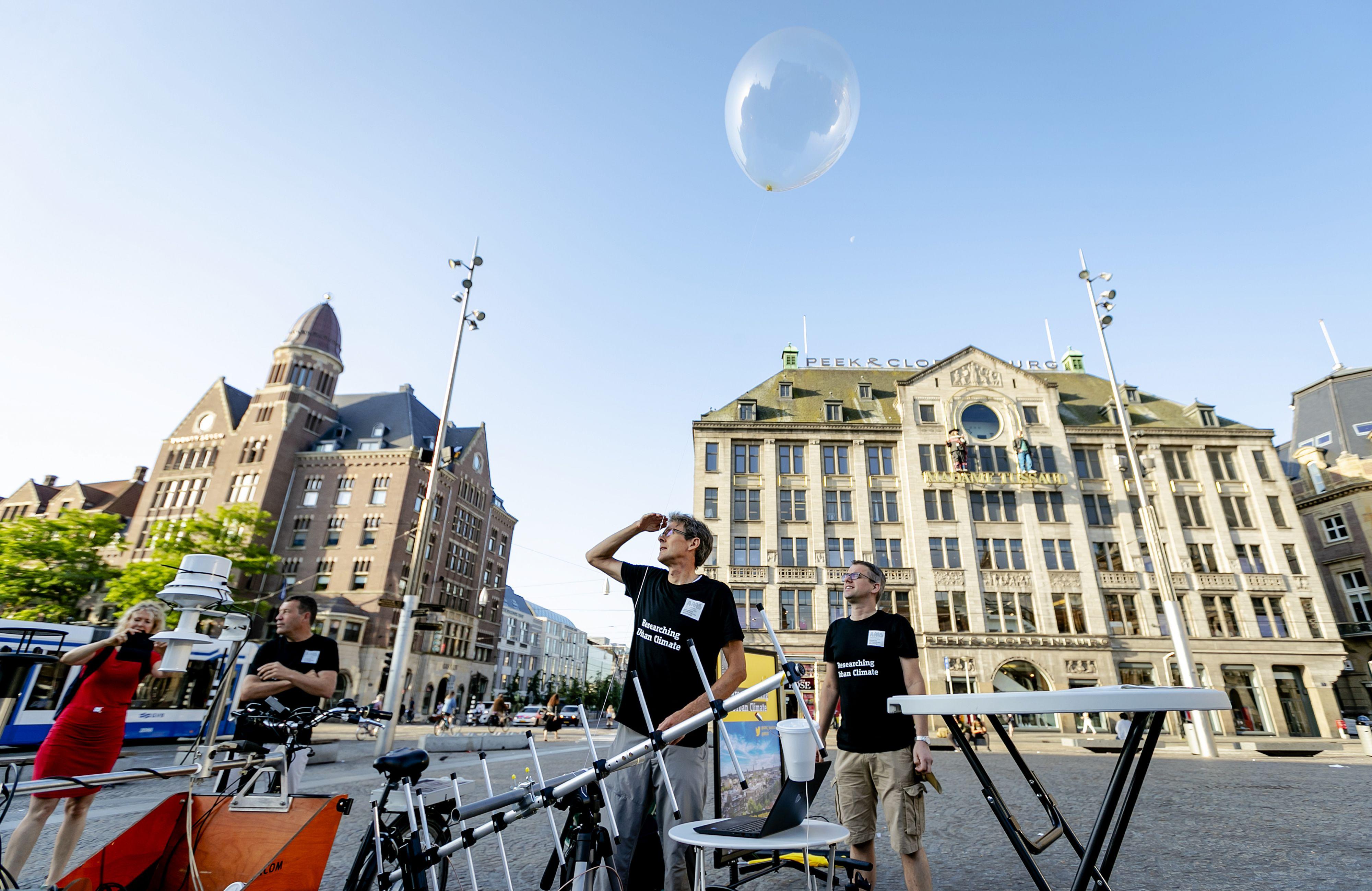 Weerballonnen meten hoe warm het is in de lucht