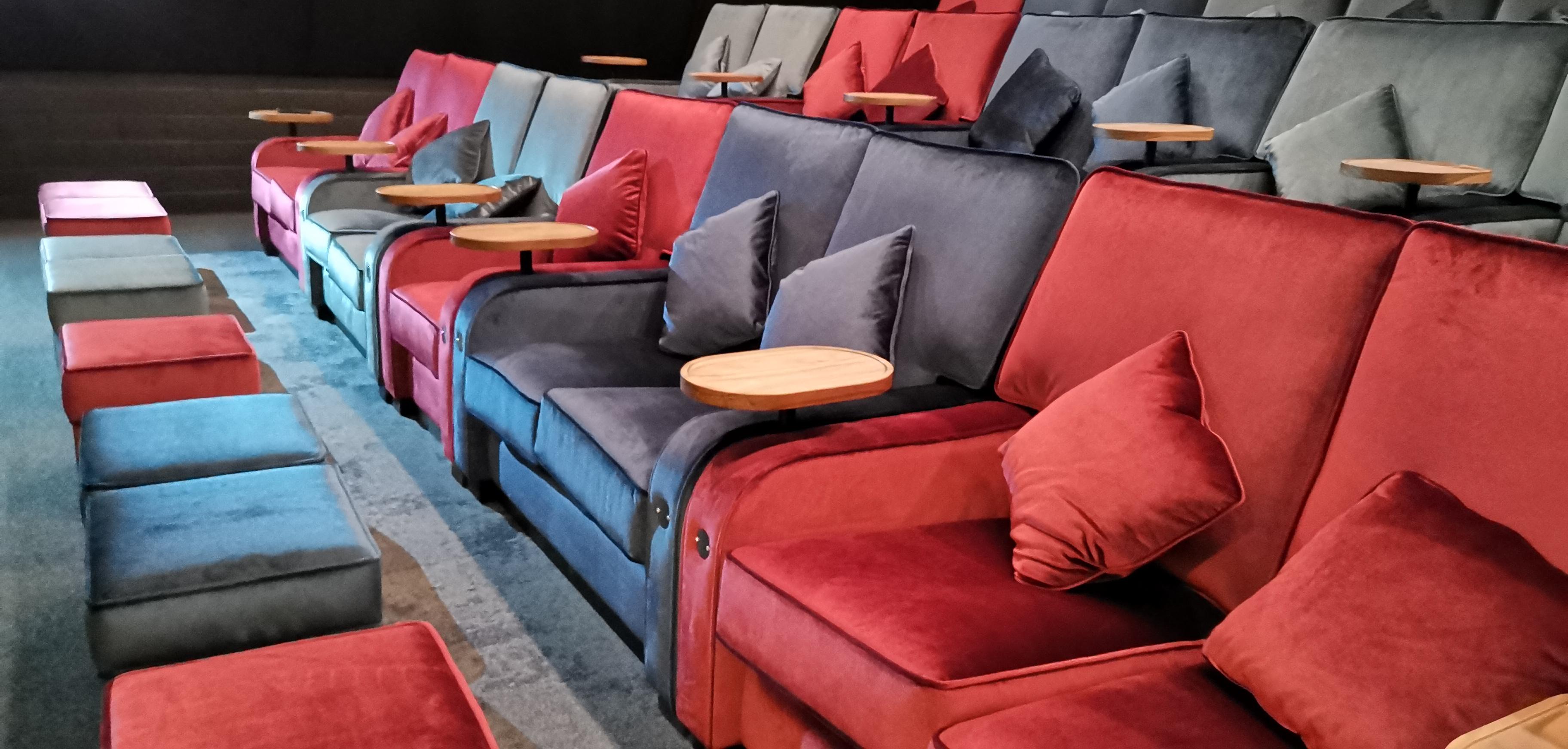 De sofa's van filmhuis Heerenstraattheater.