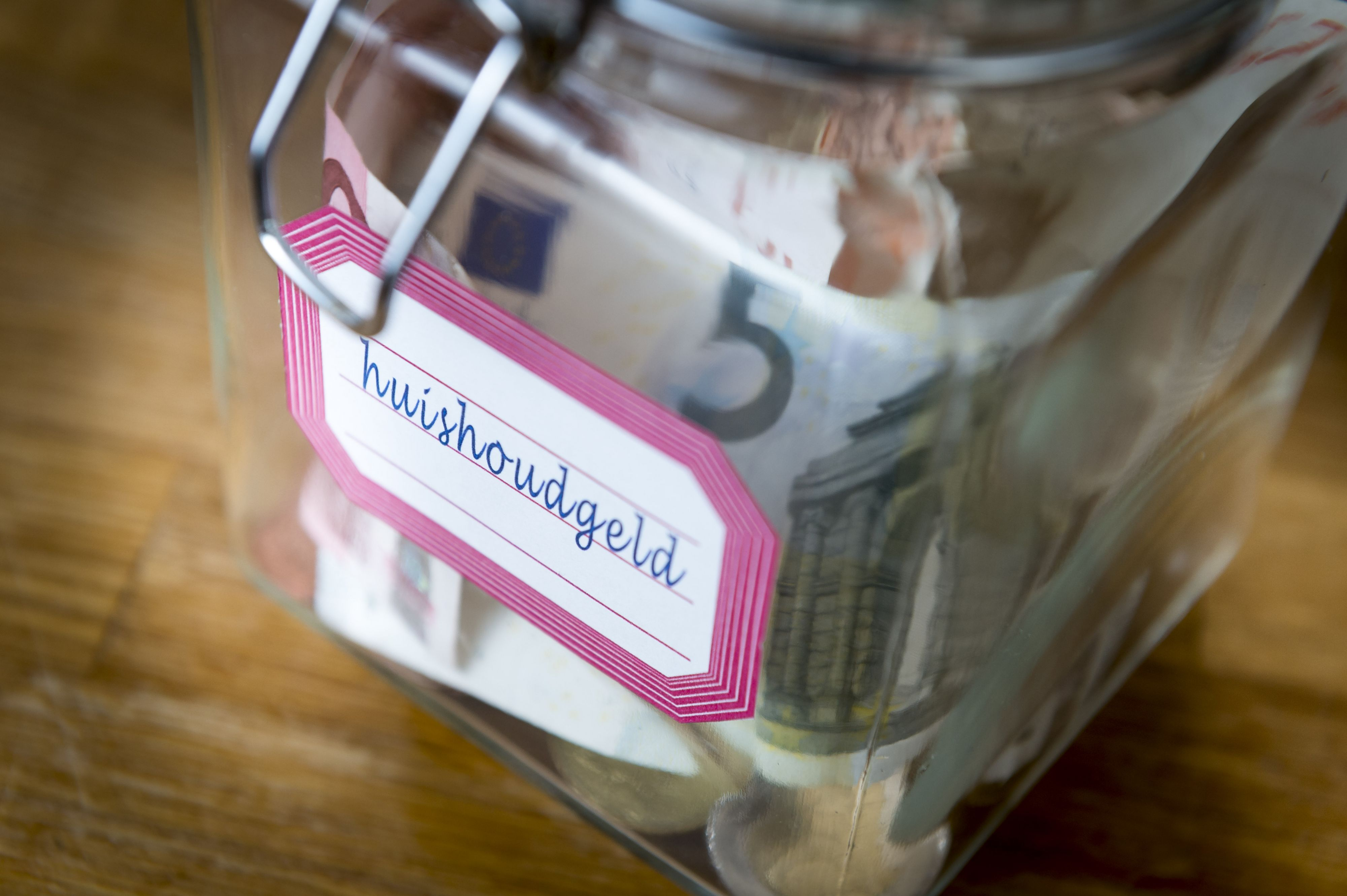Geld besparen in dure decembermaand? 7 tips!