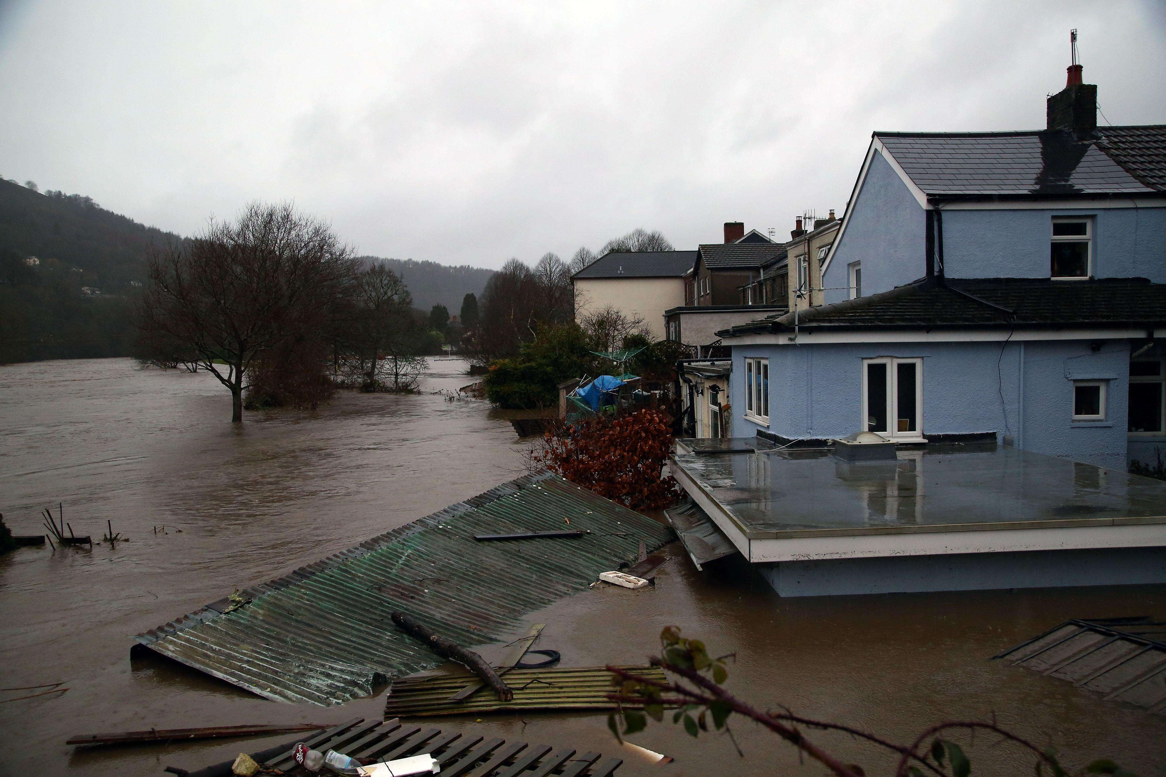 Overstromingen door storm Dennis: veel Britten moeten evacueren