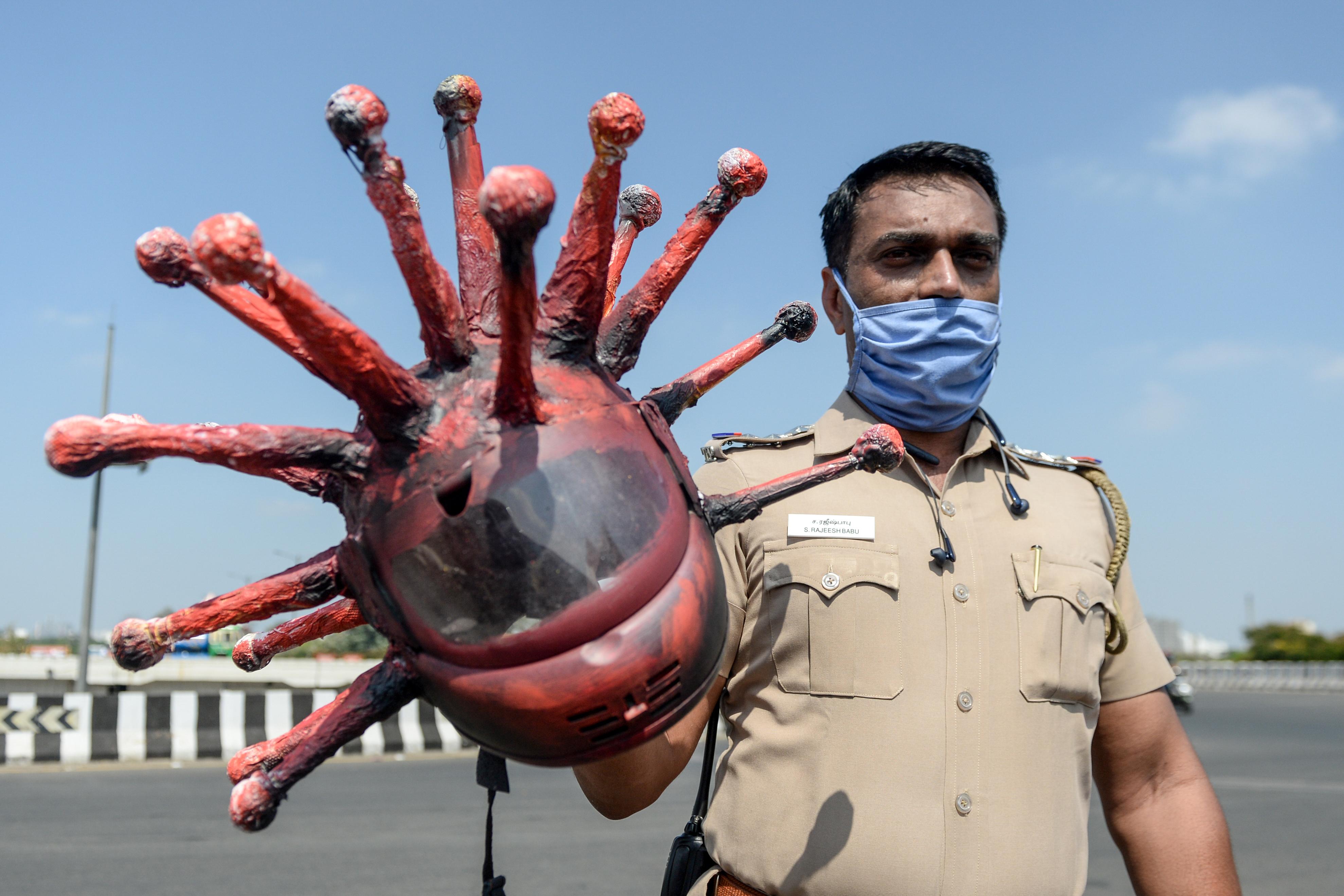 Indiase agent spreekt als 'coronavirus' mensen aan