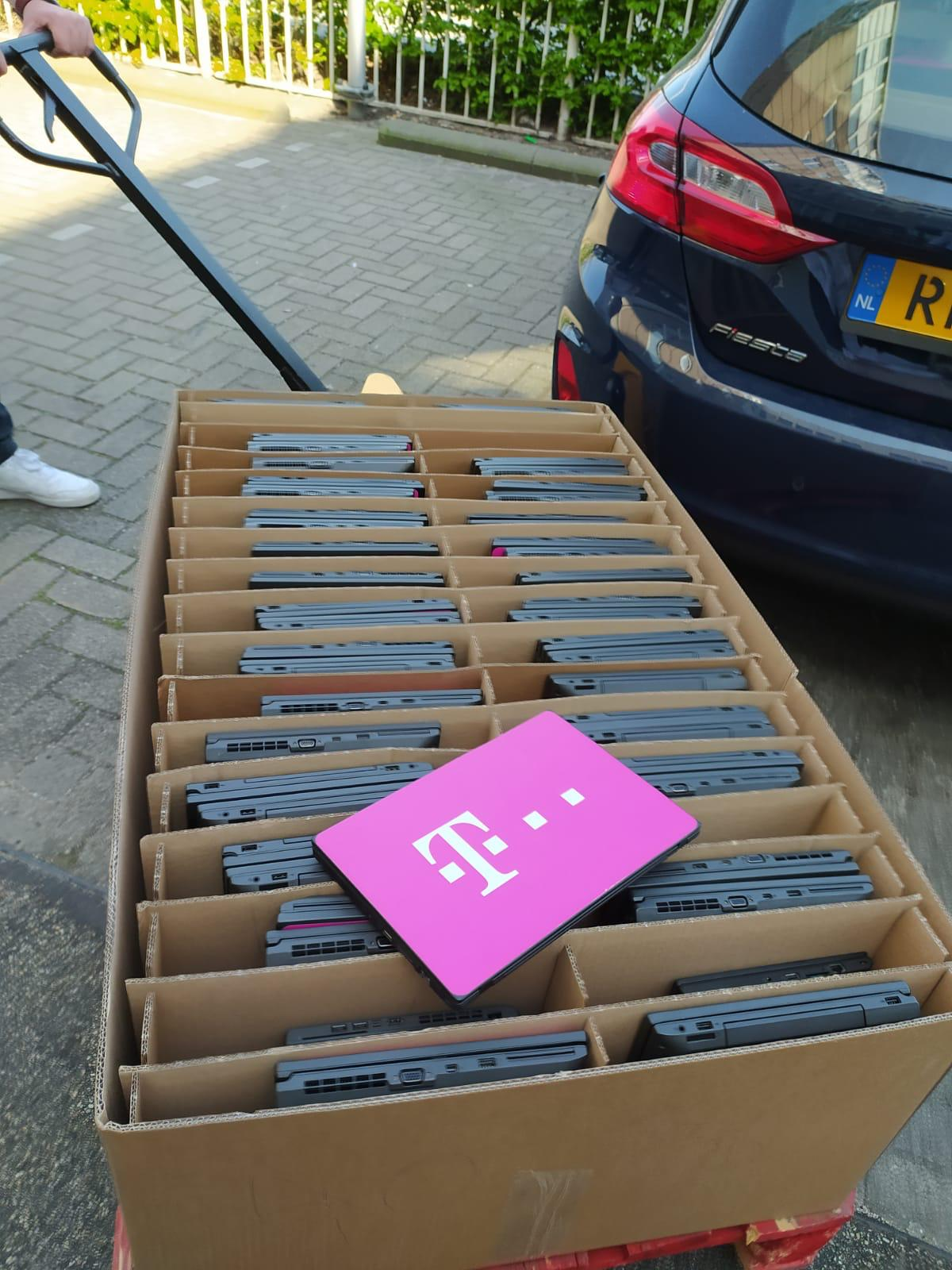 'Hulpies' en #Laptopsvoorscholen zamelen laptops in voor leerlingen