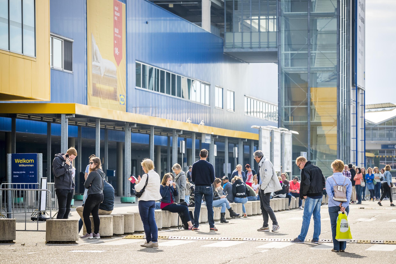 Lange rijen voor heropend IKEA