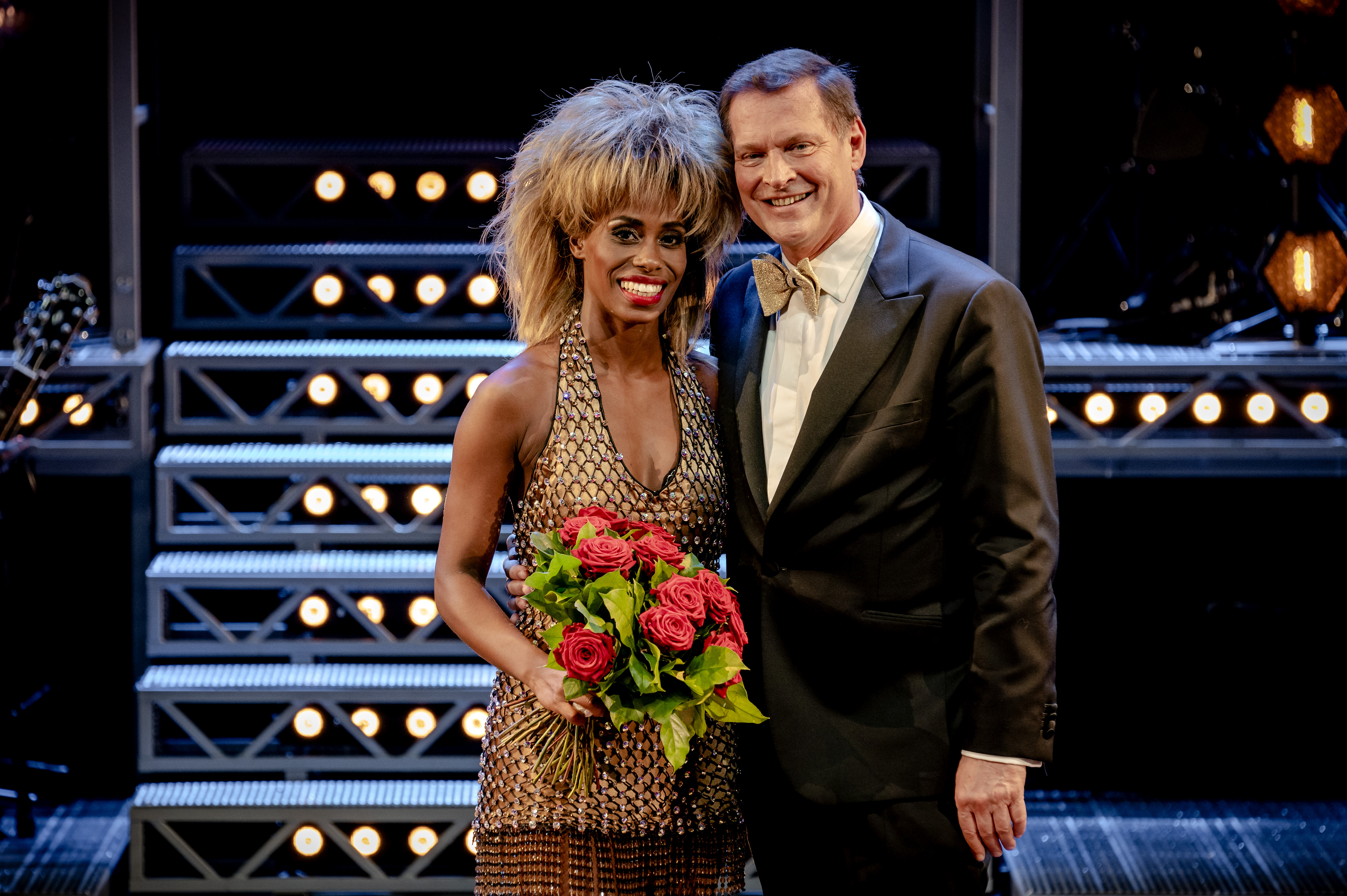 Een foto van Albert Verlinde met Nyassa Alberta die de rol van Tina Turner speelt.