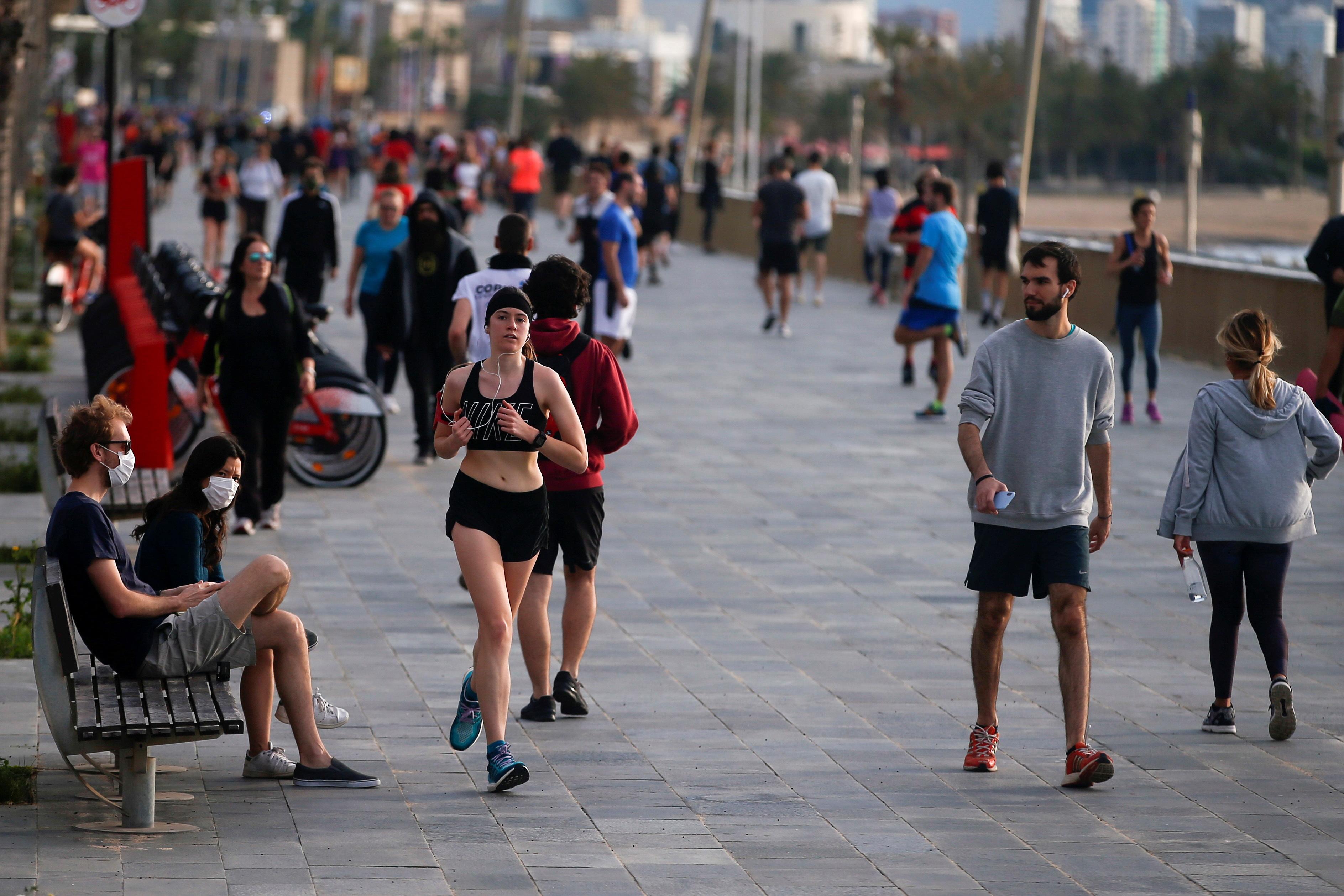 Duizenden Spanjaarden weer de straat op