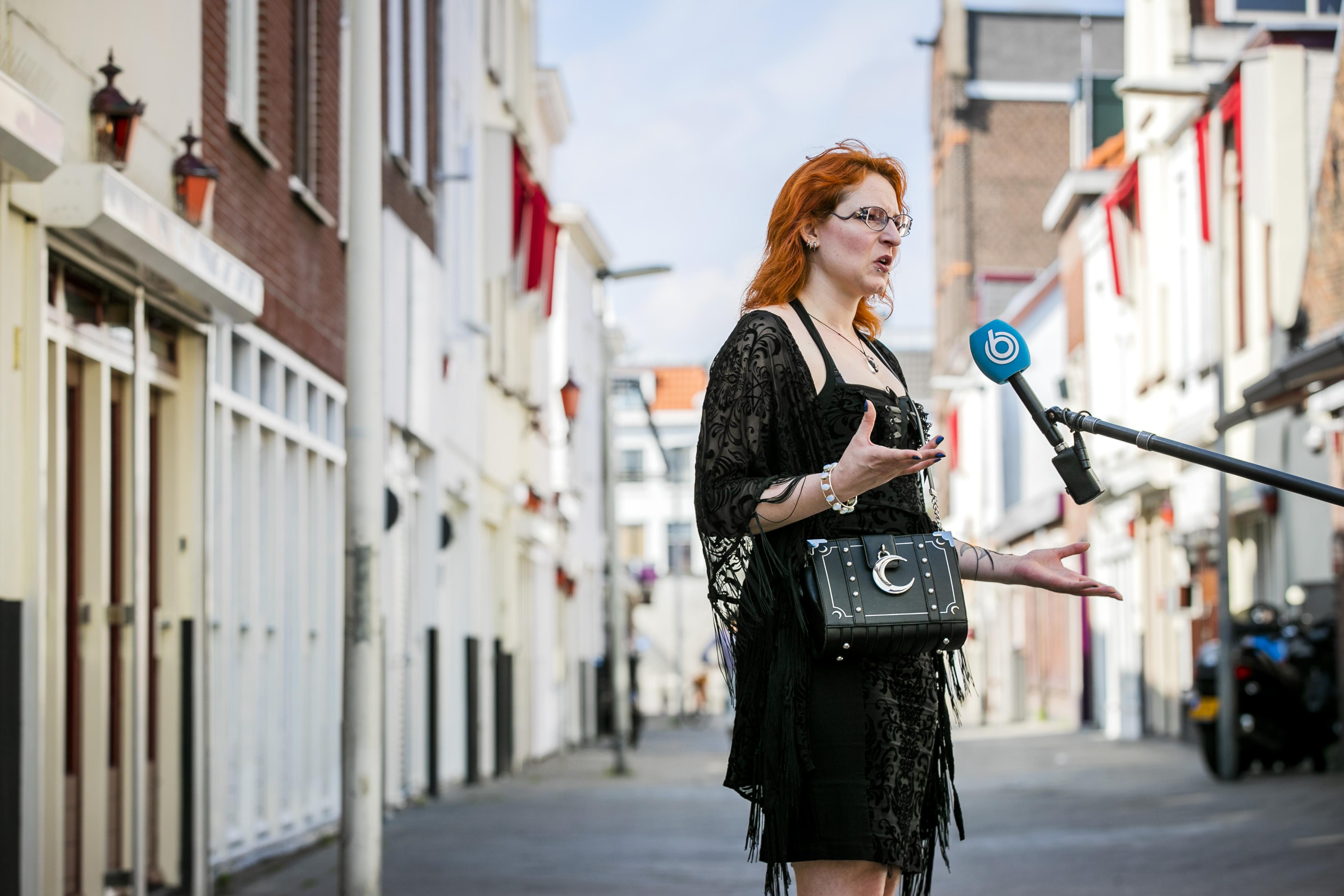 Een foto van sekswerker Moira bij de actie in Den Haag