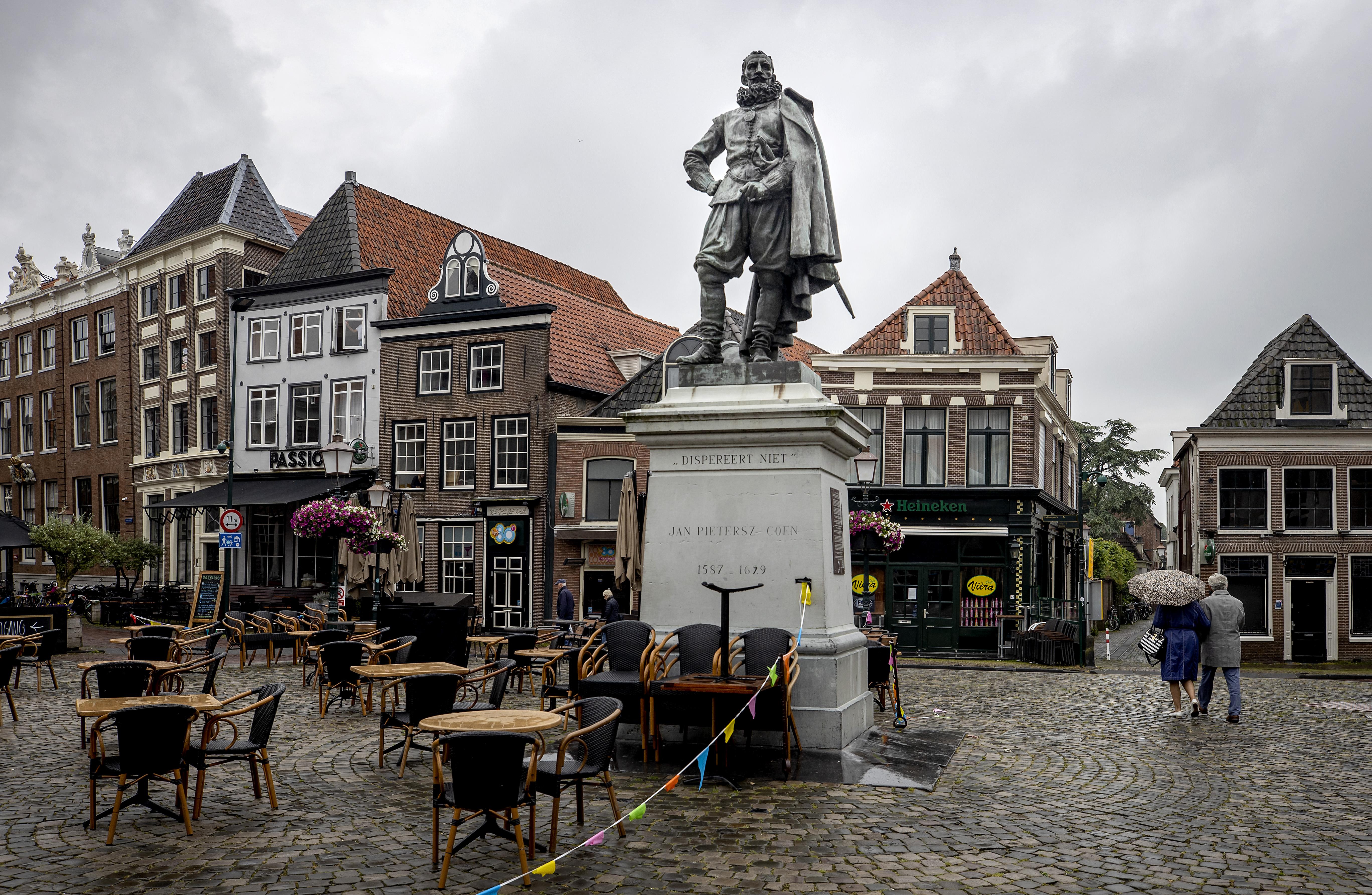 Een foto Een standbeeld van een beeld van Jan Pieterszoon Coen in Hoorn.