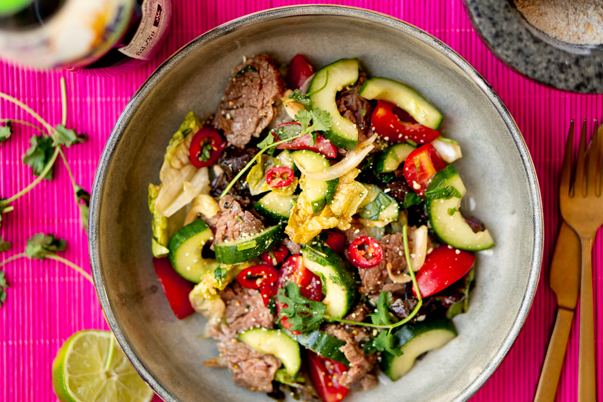 Op deze foto zie je een Thai beef salade (Thaise salade met biefstuk)