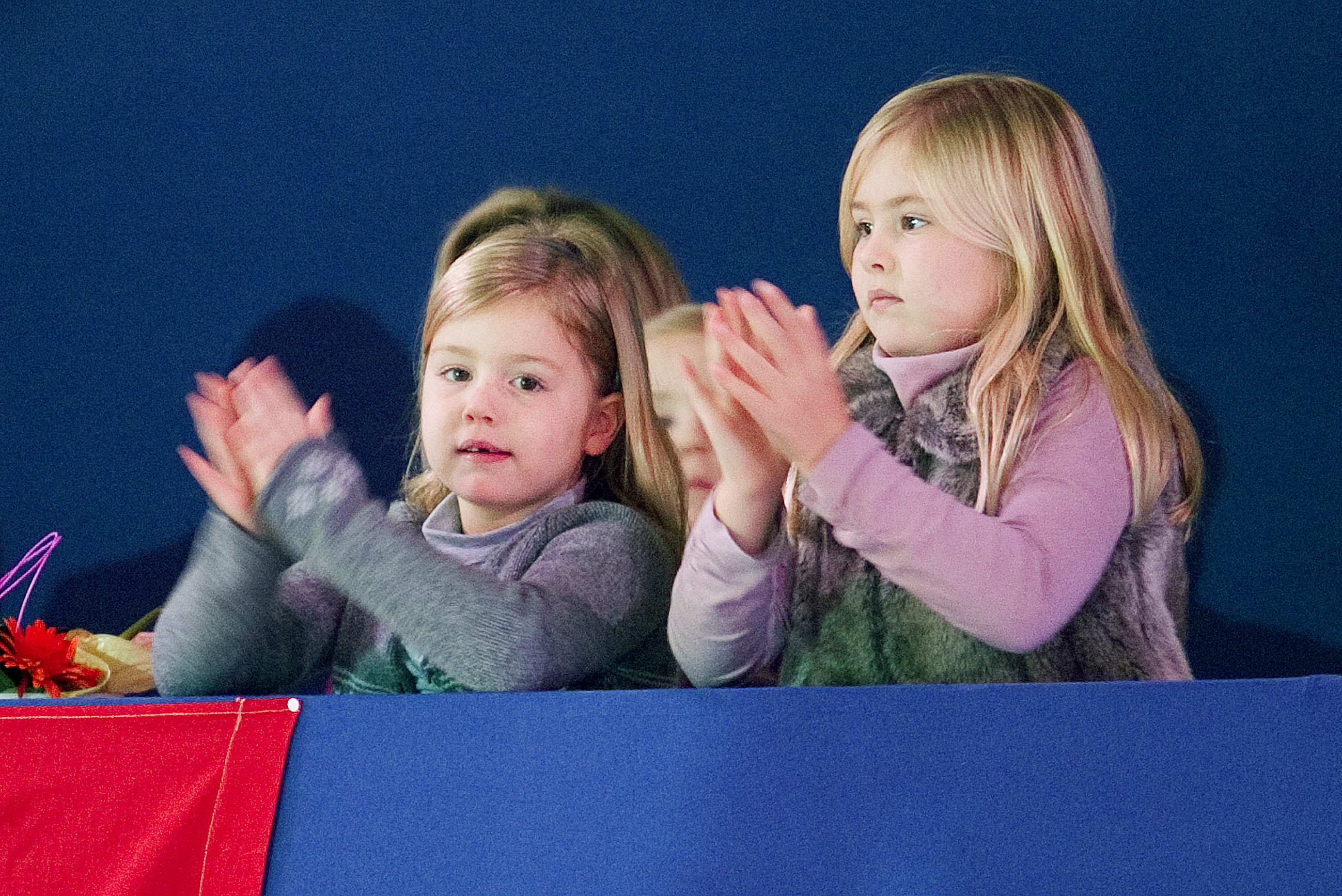 Prinses Alexia en Prinses Amalia als toeschouwers tijdens Jumping Amsterdam in 2011