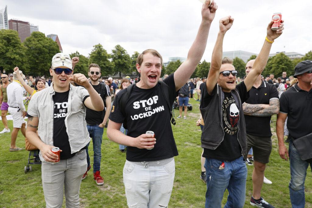 Demonstranten tegen de coronaregels op het Malieveld, Den Haag.