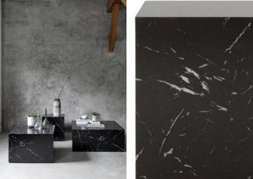 Twee foto's van zwarte marmeren tafels