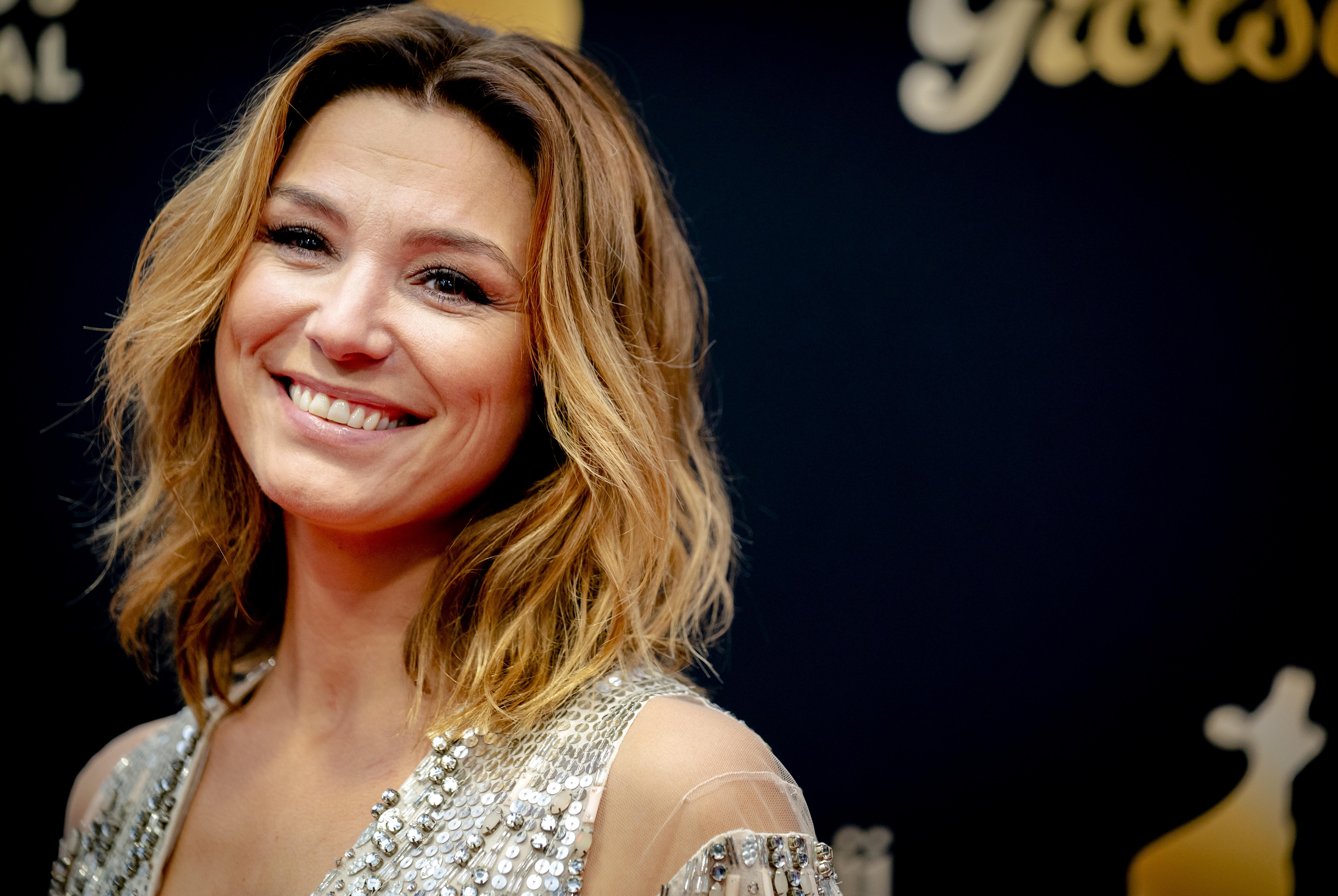 Een foto van Evi Hanssen bij het Gouden Kalverengala.
