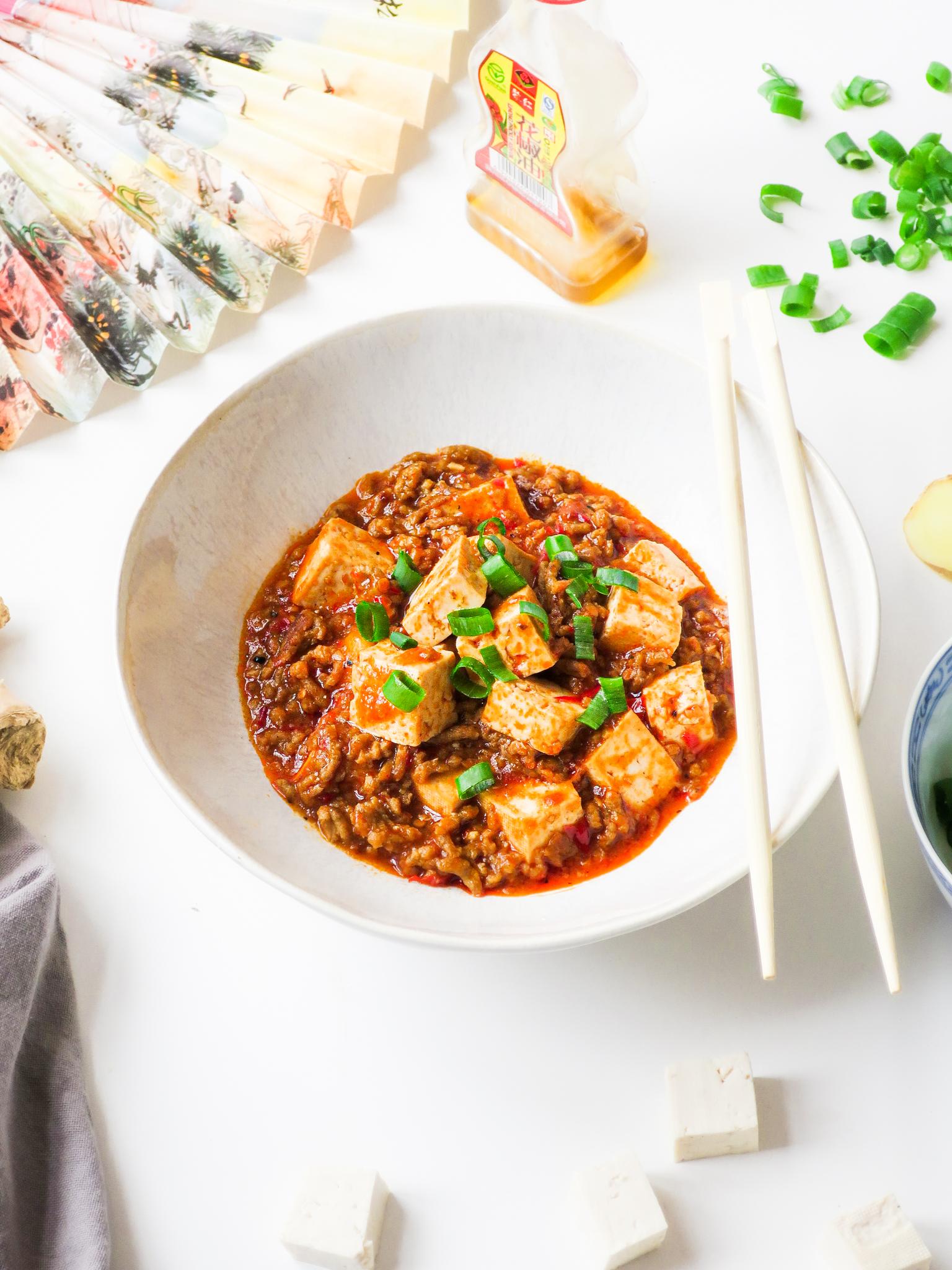 Op deze foto zie je Mapo Tofu (voor wie het niet pittig genoeg kan zijn)