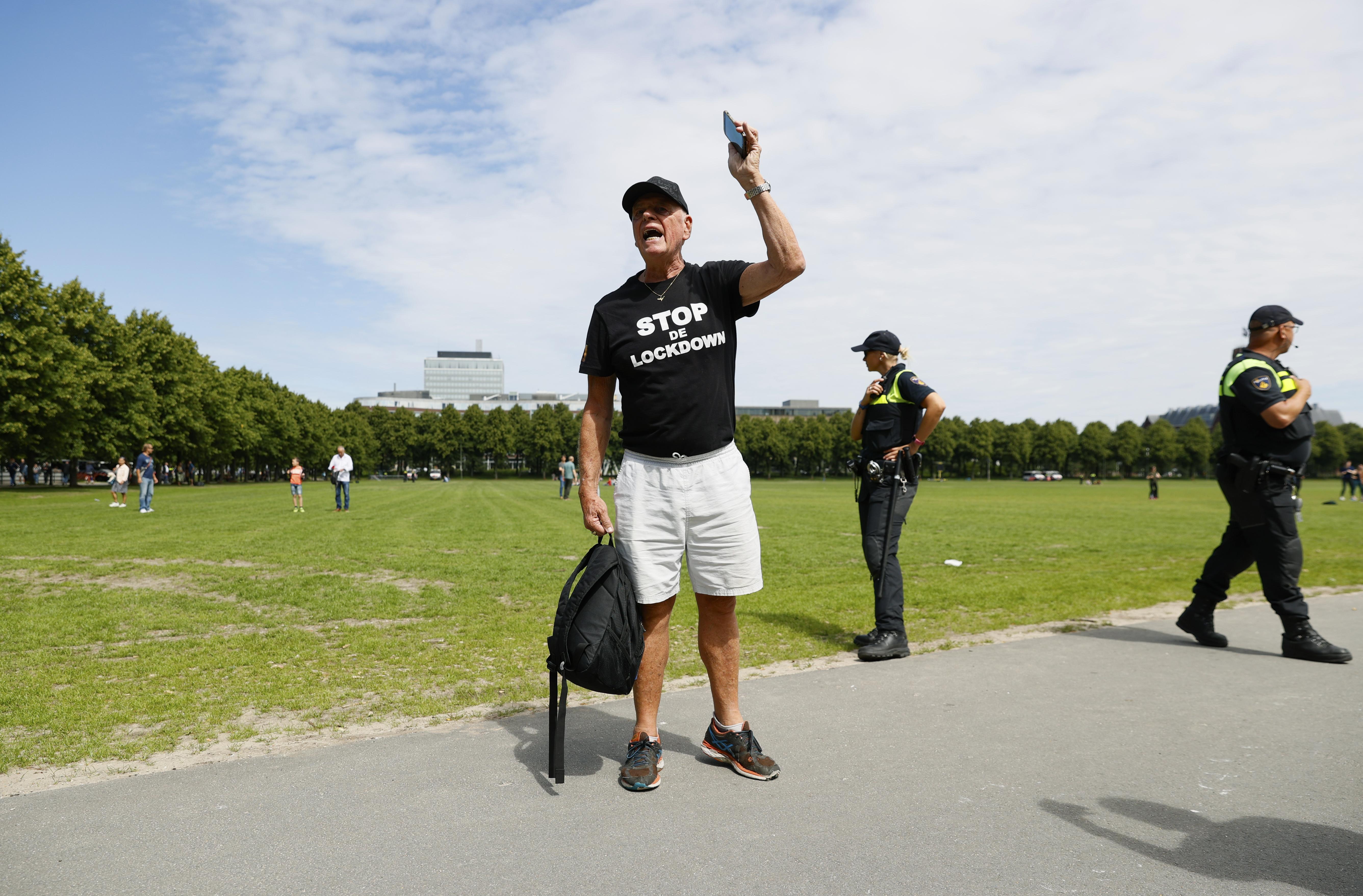 Een foto van een demonstrant op het Malieveld