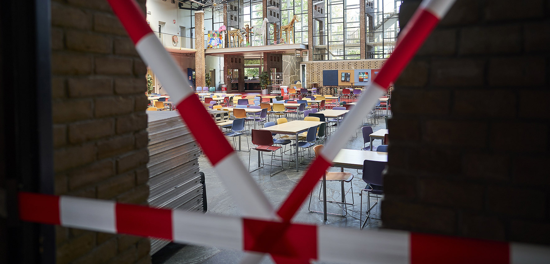Op deze foto zie je Voorbereidingen op het Haags Montessori Lyceum in aanloop naar de heropening.