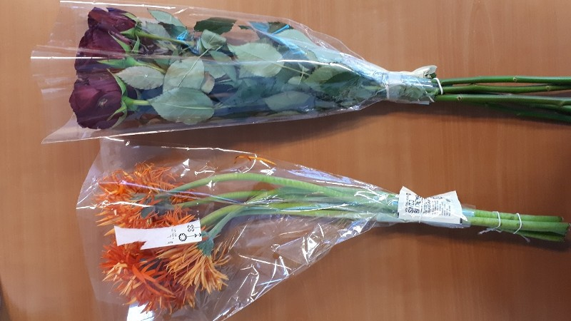 twee bossen bloemen