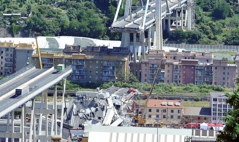 Op de foto de ingestorte brug van Genua