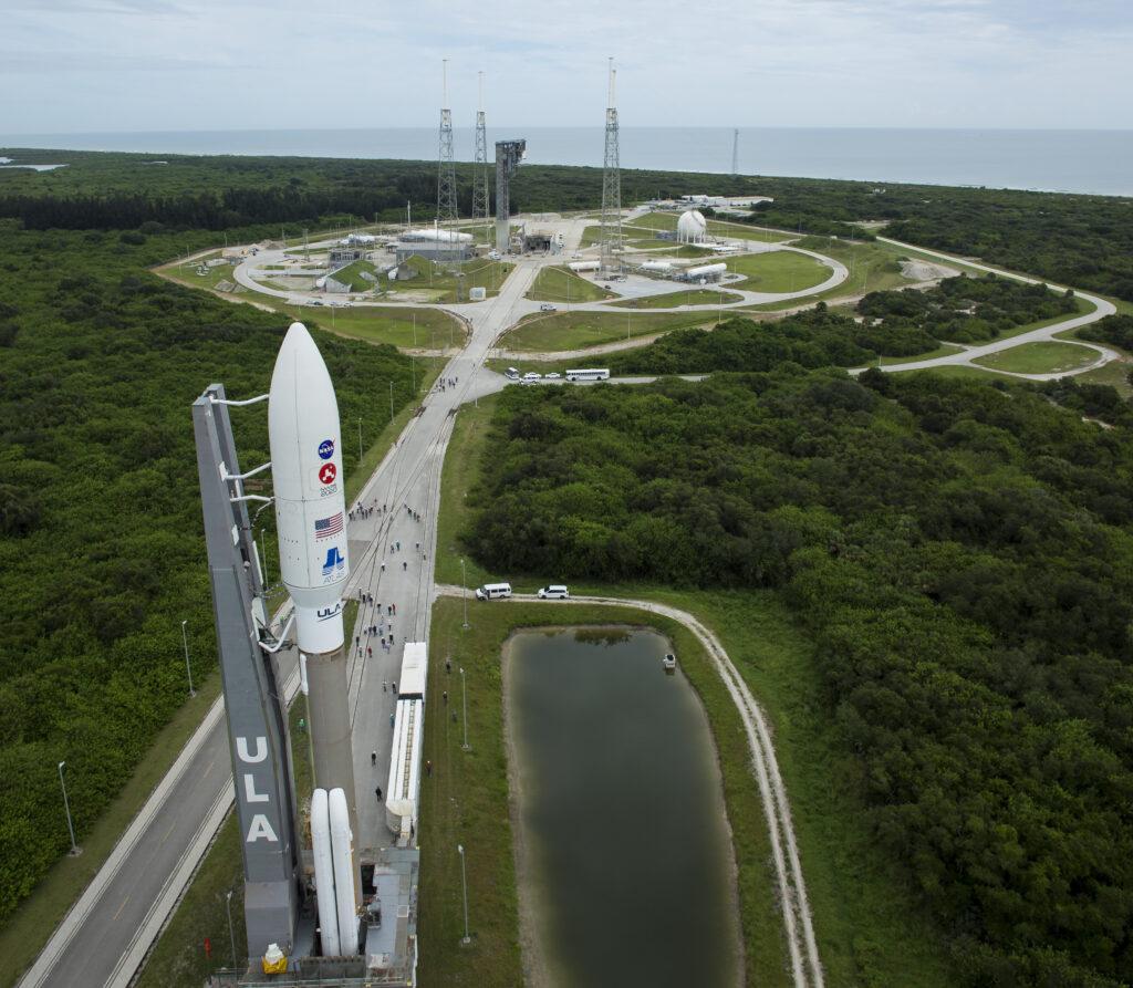 Deze foto van NASA laat zien hoe de Perseverance uiteindelijk de ruimte in wordt gelanceerd.