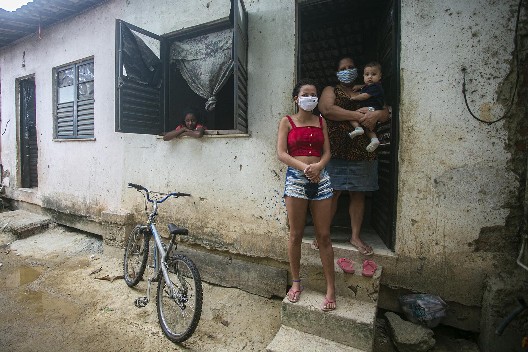 Sinds het virus is uitgebroken zijn meer dan 2,5 miljoen Brazilianen geïnfecteerd en 90.134 van hen gestorven.