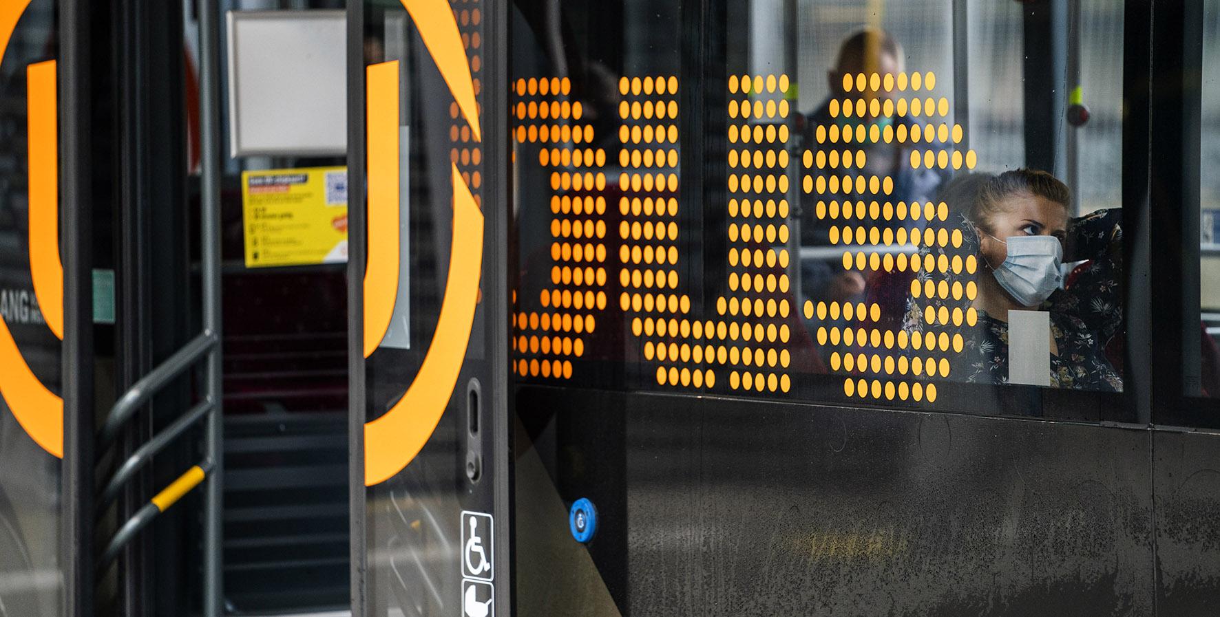 Op deze foto zie je een bus
