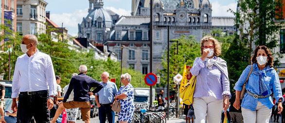 Foto van Belgen met mondkap