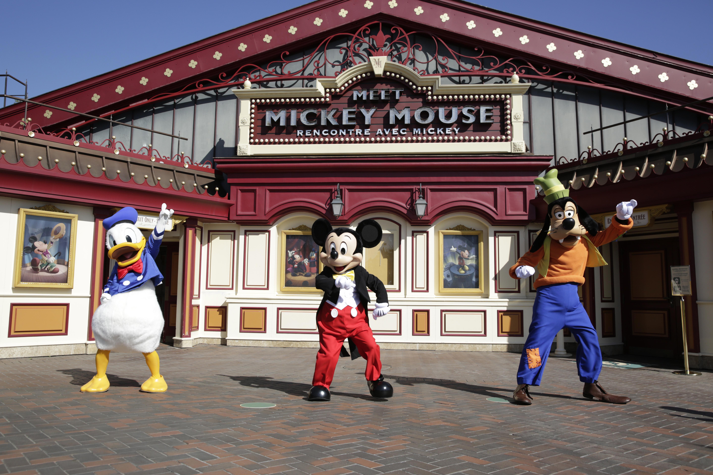 Op deze foto zie je Donald, Mickey en Goofy.